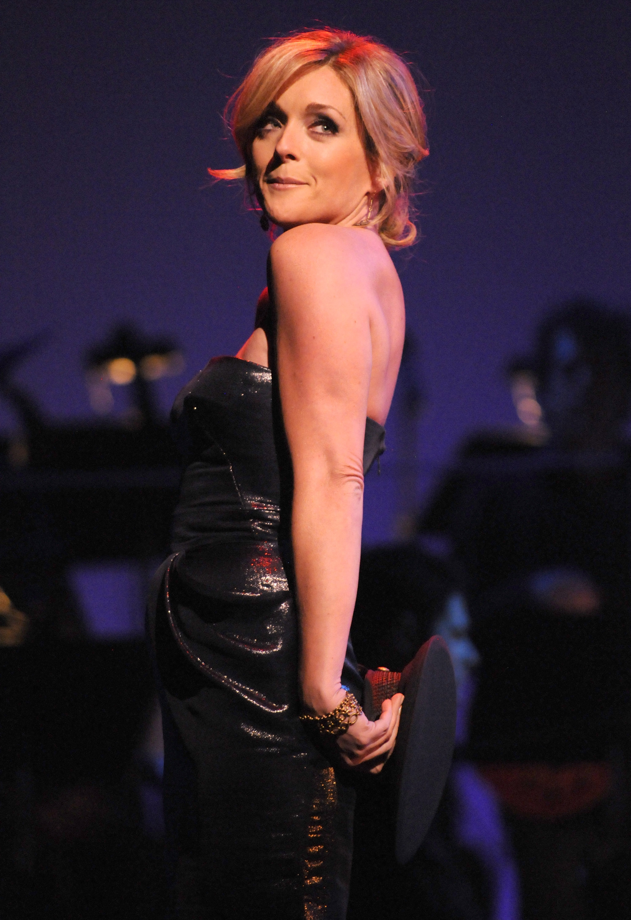 28934_Celebutopia-Jane_Krakowski_performs_during_Goodbye_Yellow_Brick_Road_Elton_John_and_friends_Raise_Funds_and_Awareness-02_122_958lo.jpg