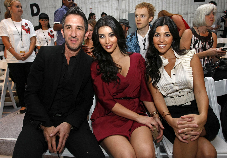 25314_Celebutopia-Kim_Kardashian-D27Amore_By_Marceau_Spring_2009_fashion_show_Front_Row-13_122_99lo.jpg
