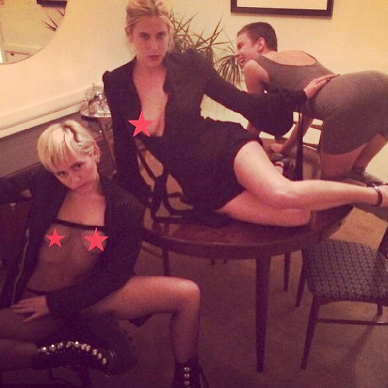 283292438_MileyCyrusFreeTheNipple5_122_1121lo.jpg