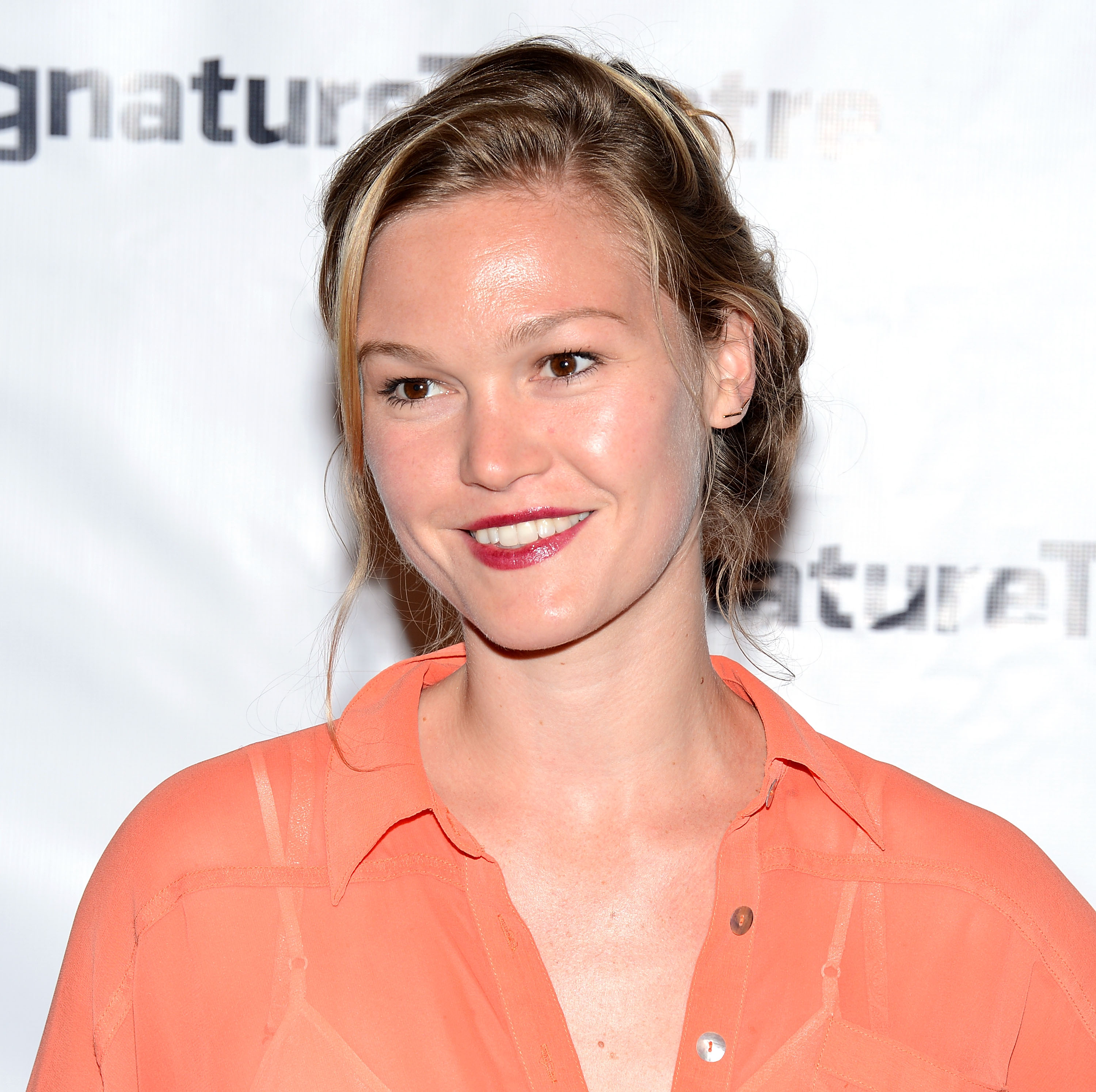 615852451_Julia_Stiles_Heartless_Opening_Night_Party5_122_789lo.jpg