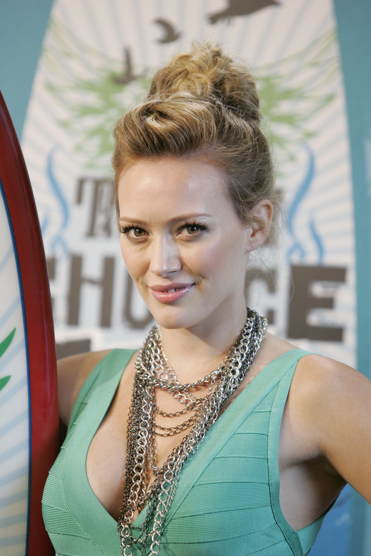 54359_Hilary_Duff_Teen_Choice_Awards.com_TheElder_HilaryDuff4_122_1033lo.jpg