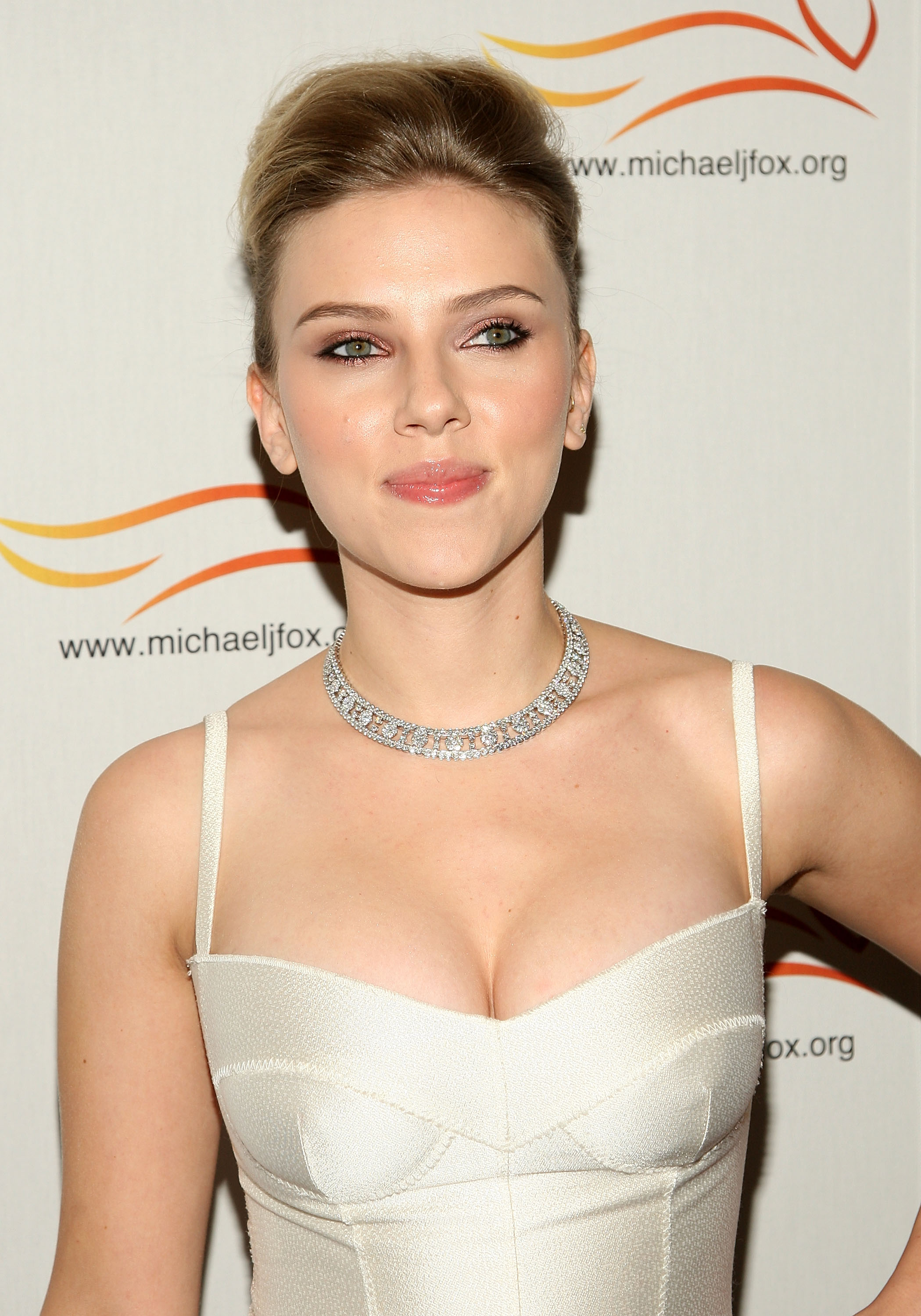 54450_Celebutopia-Scarlett_Johansson-A_Funny_Thing_Happened_on_the_Way_to_Cure_Parkinsons-07_122_488lo.jpg