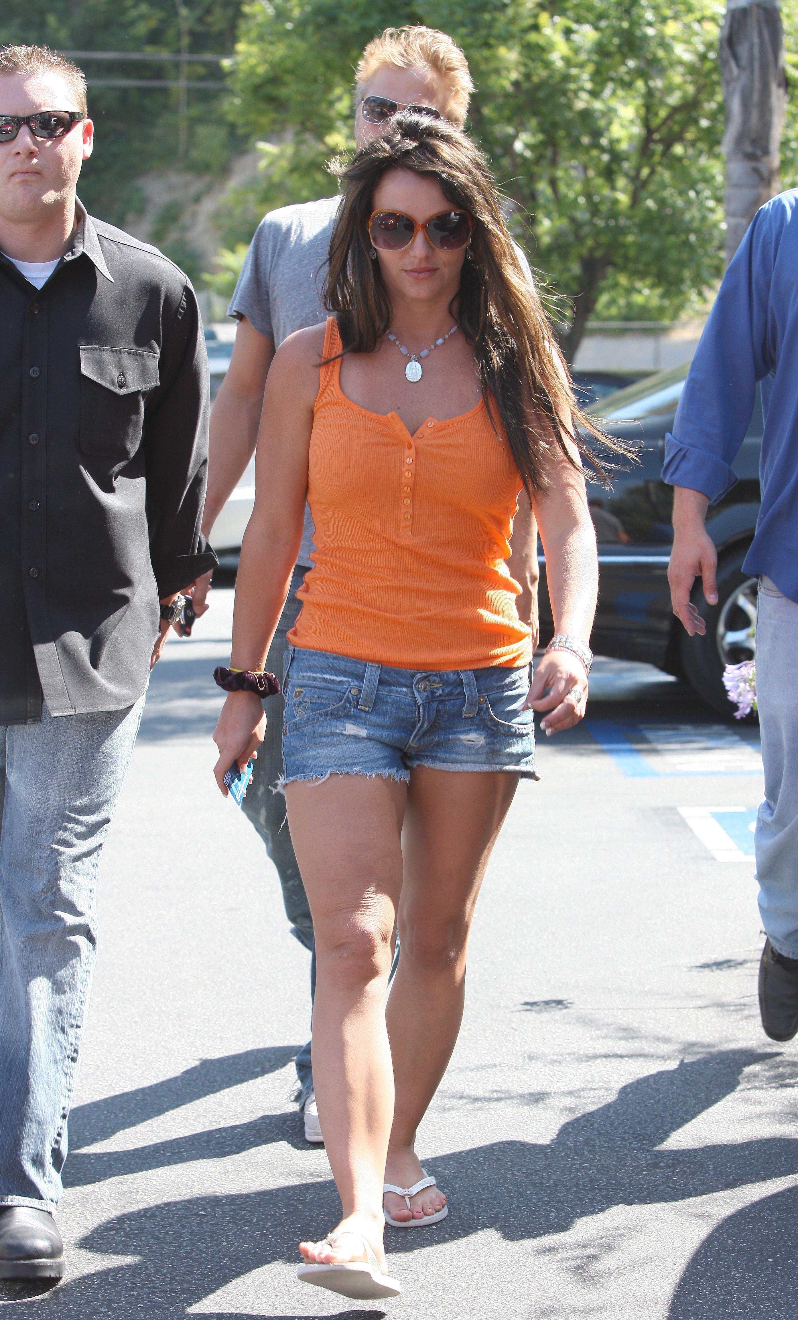 52890_celeb-city.org-The_Elder-Britney_Spears_2009-06-28_-_went_to_the_Bed_Bath_and_Beyond_671_122_61lo.jpg