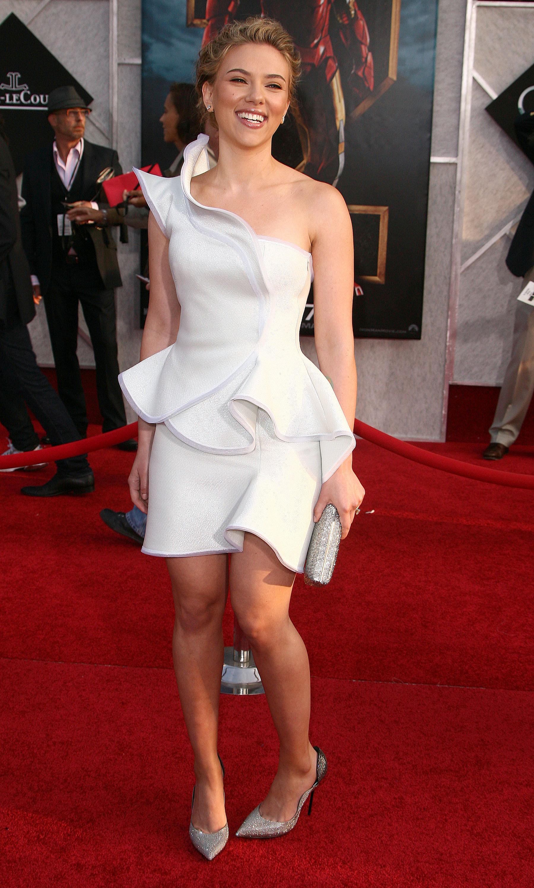 50724_celebrity_paradise.com_Scarlett_Johansson_Iron_Man_2_World_Premiere_in_Hollywood_26.04.2010_16_122_888lo.jpg