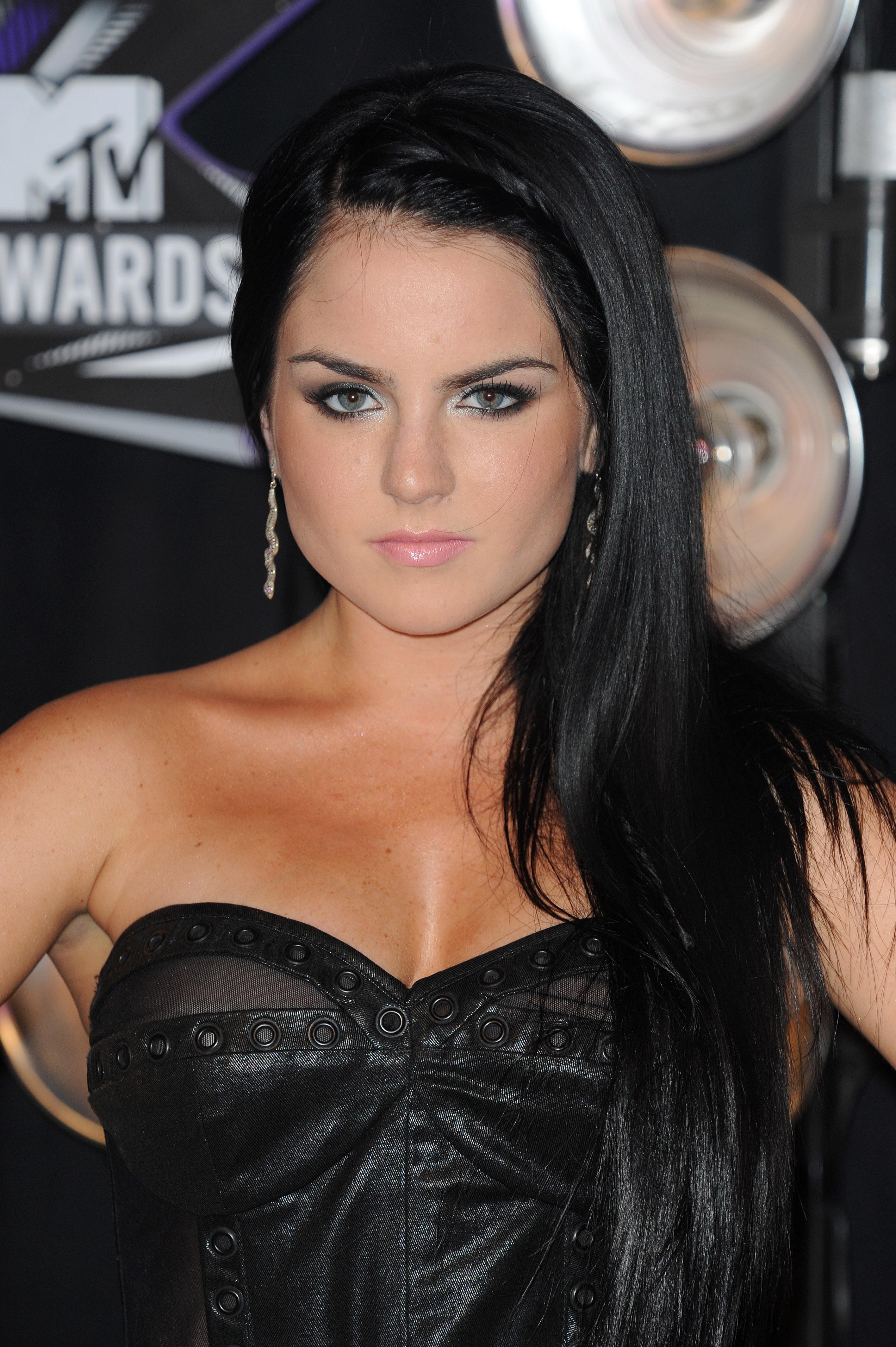 658146469_UploadedByKurupt_JoJo_MTV_Video_Music_Awards_in_Los_Angeles_ADDS_11_122_1194lo.jpg