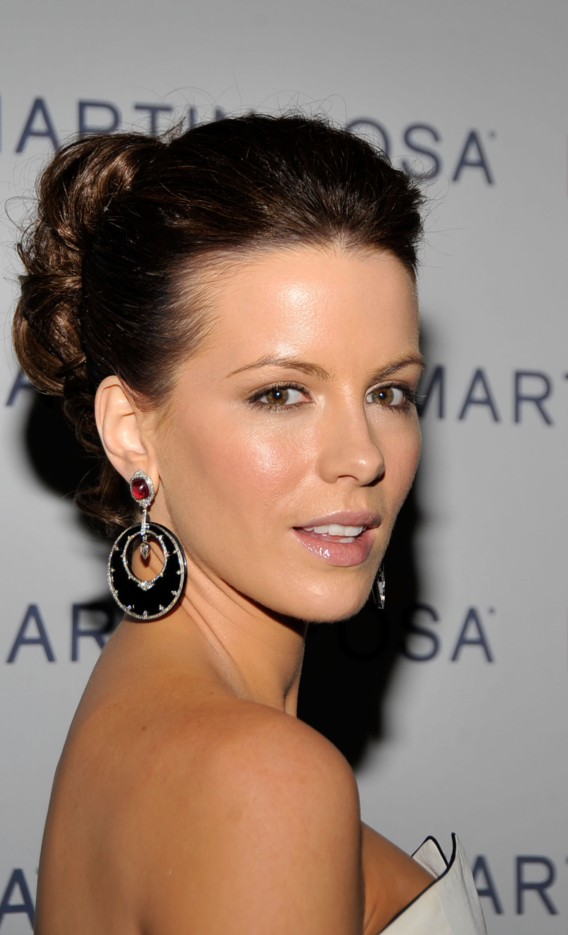 08705_Celebutopia-Kate_Beckinsale-Martin_1_Osa6s_Screening_Of_All_About_Eve_in_Hollywood-09_122_386lo.jpg