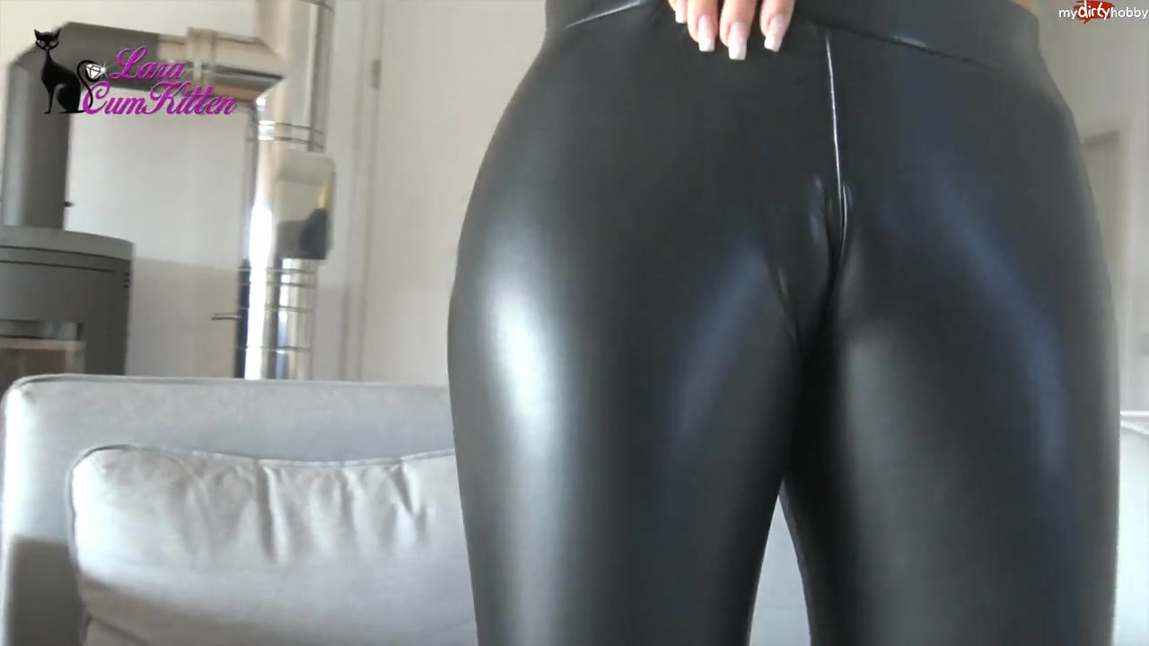 182688458_Cameltoe_Leggings577b.MP4_20170412_160548.187_123_909lo.jpg