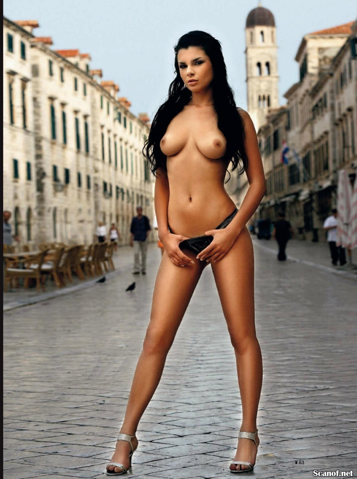 543757669_Playboy_2013_08_Czech_Scanof.net_065_123_1029lo.jpg