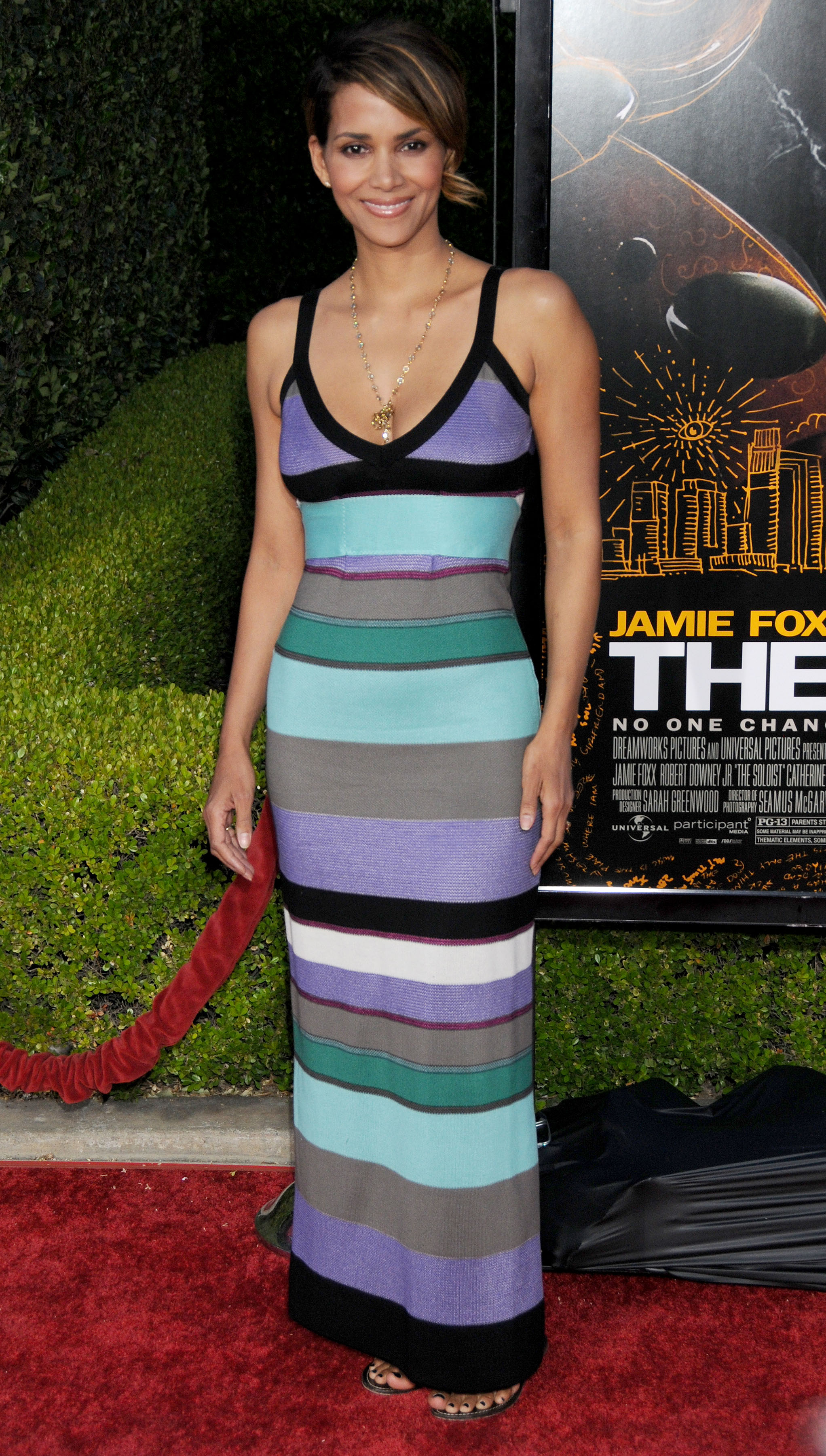 64632_Halle_Berry_The_Soloist_premiere_in_Los_Angeles_37_122_183lo.jpg