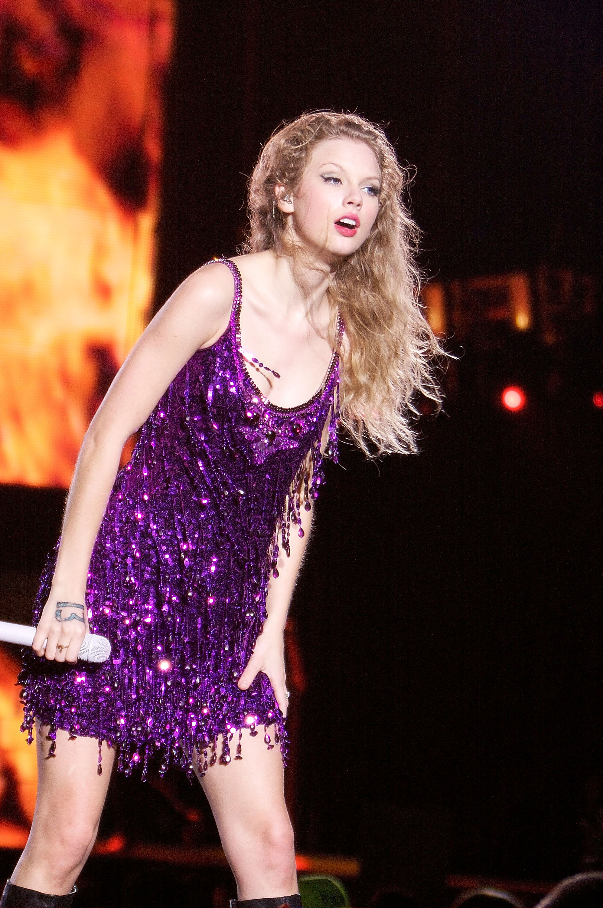 32510_Taylor_swift_performs_her_Fearless_Tour_at_Tiger_Stadium_004_122_944lo.jpg