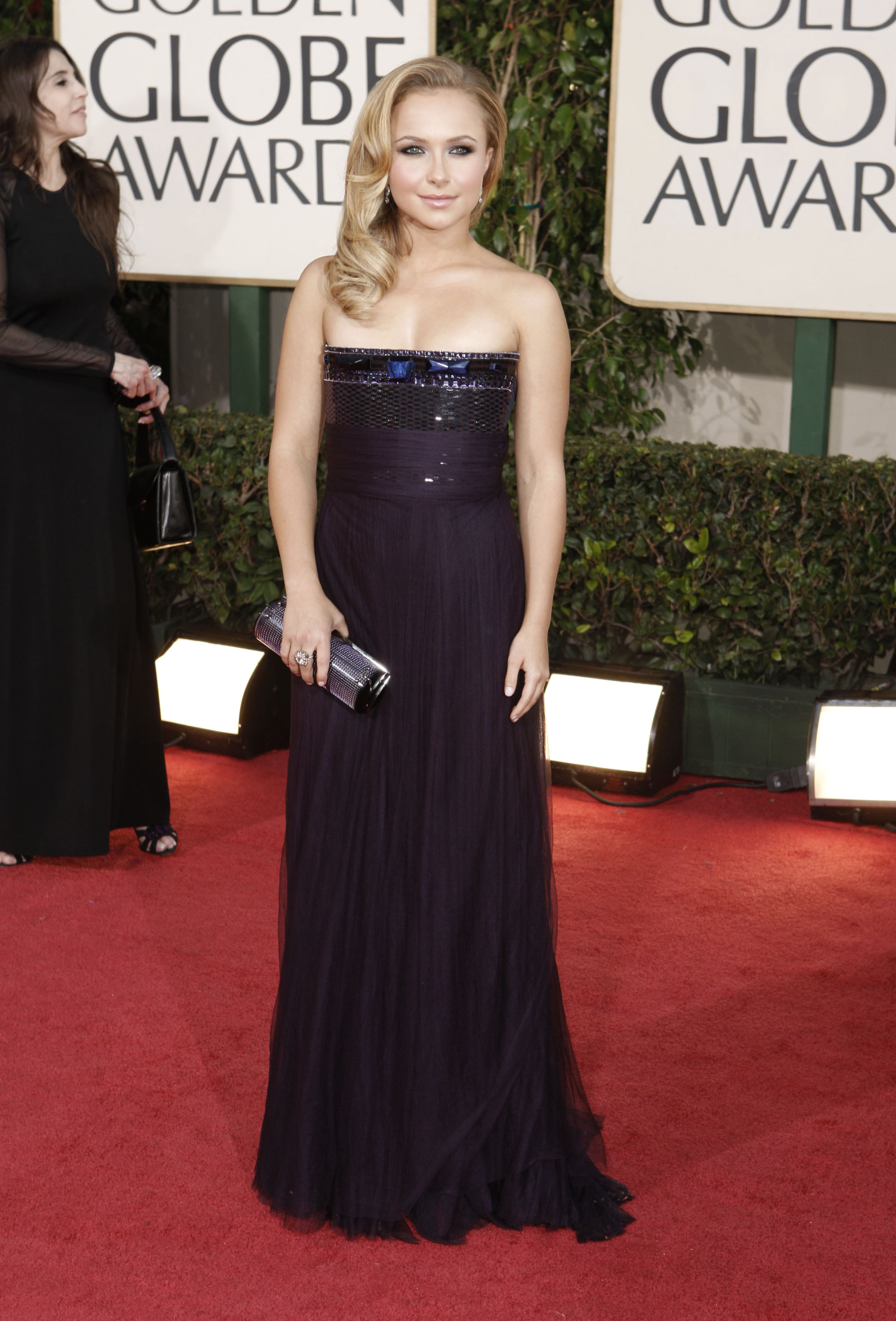 22420_Celebutopia-Hayden_Panettiere_arrives_at_the_66th_Annual_Golden_Globe_Awards-02_122_30lo.jpg