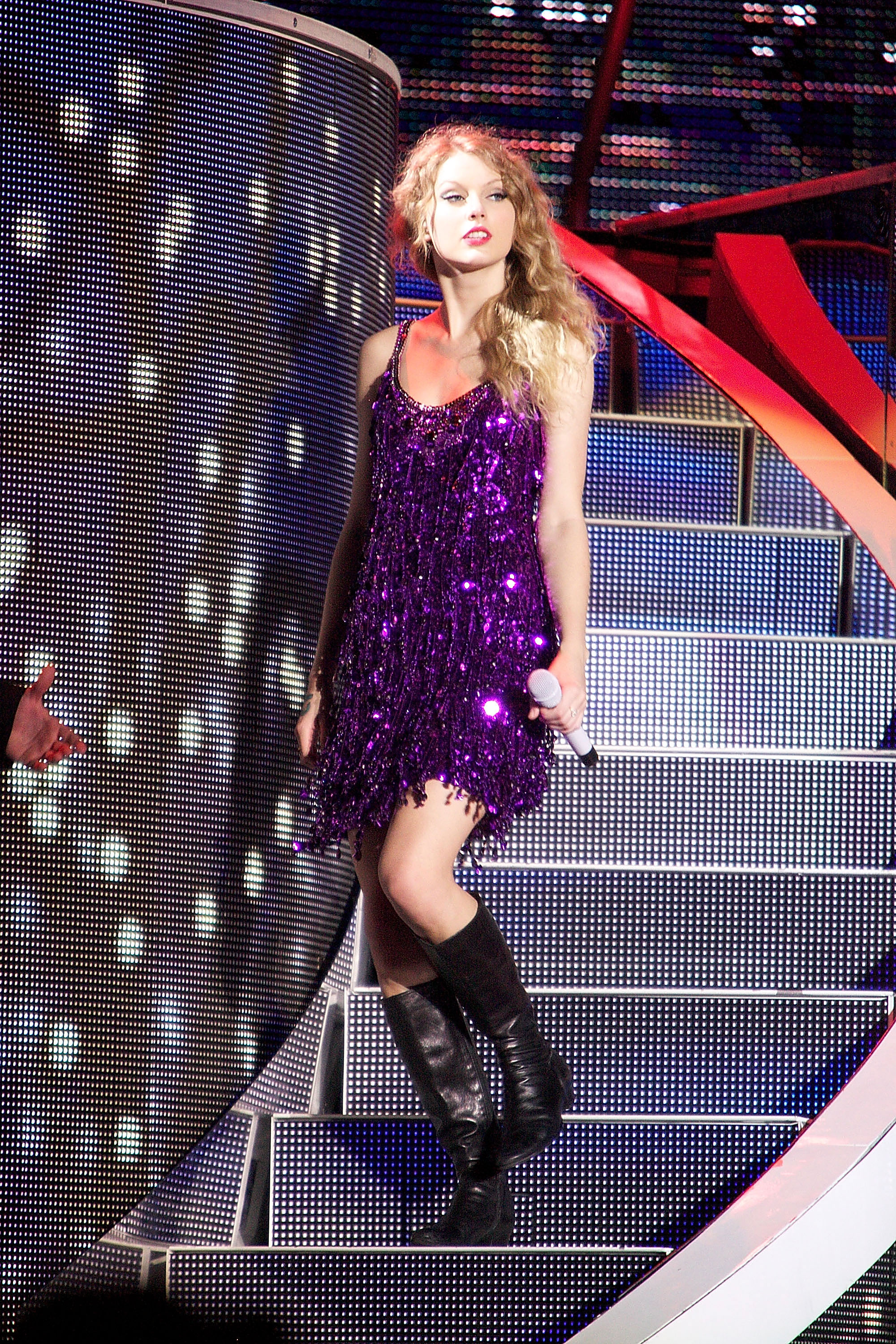 32504_Taylor_swift_performs_her_Fearless_Tour_at_Tiger_Stadium_003_122_440lo.jpg