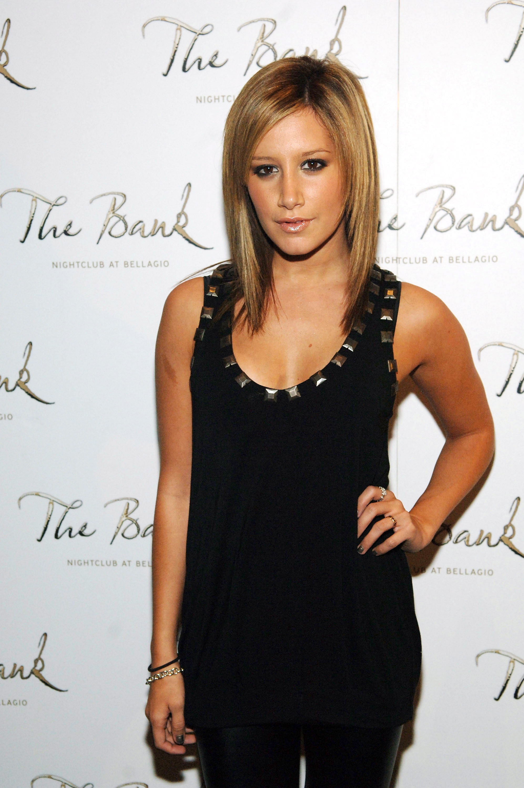 10467_Celebutopia-Ashley_Tisdale-Jennifer_Tisdale40s_birthday_celebration_in_Las_Vegas-07_122_447lo.jpg