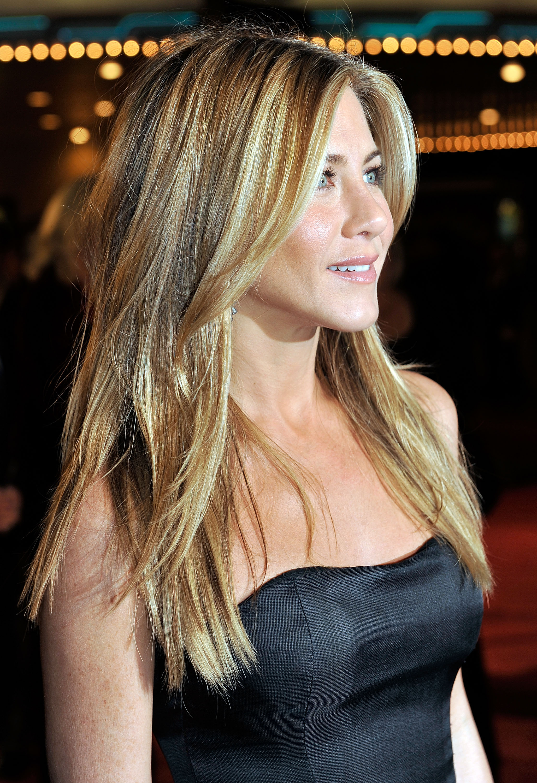 65245_Celebutopia-Jennifer_Aniston-Marley_3_Me_premiere_in_Westwood-27_122_517lo.jpg