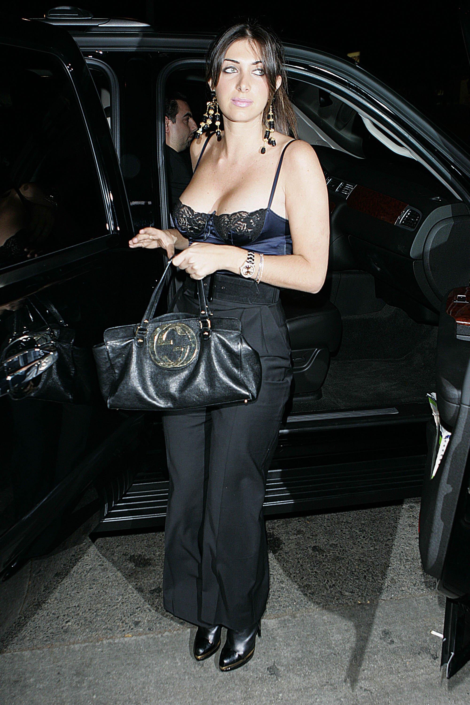 37468_Brittny_Gastineau_2008-10-22_-_arrives_at_Crown_Bar_in_Hollywood_046_122_133lo.jpg