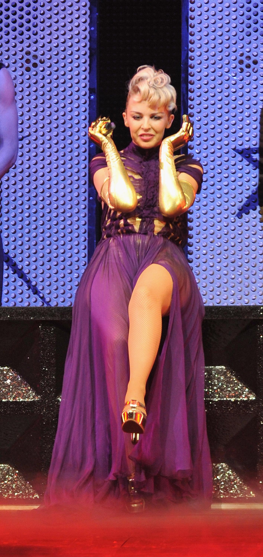 16554_Kylie_Minogue_KylieX2008_Performance_050608_018_122_190lo.jpg