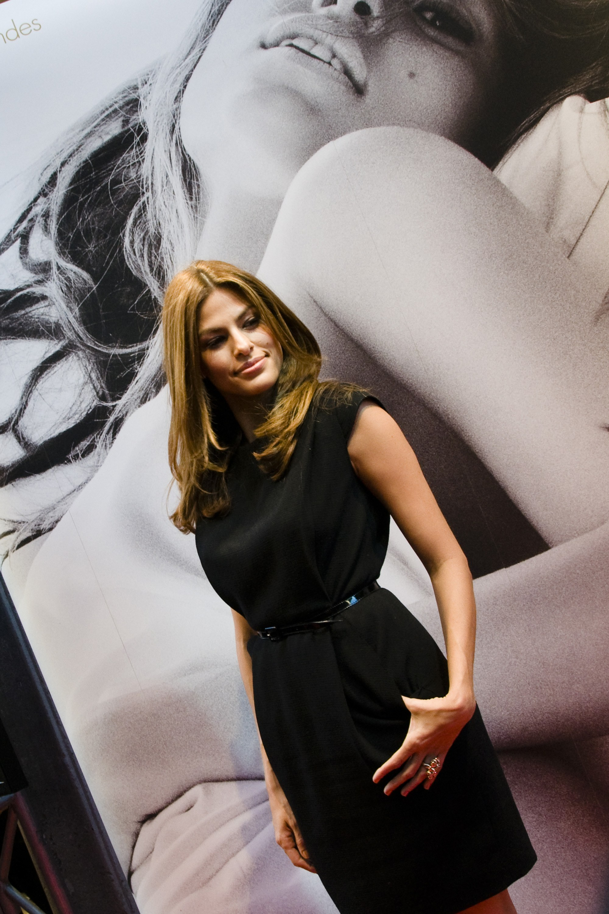 00227_Eva_Mendes_in_Rome_to_promote_the_new_fragrance_of_Calvin_Klein_CU_ISA_0007_122_1073lo.jpg