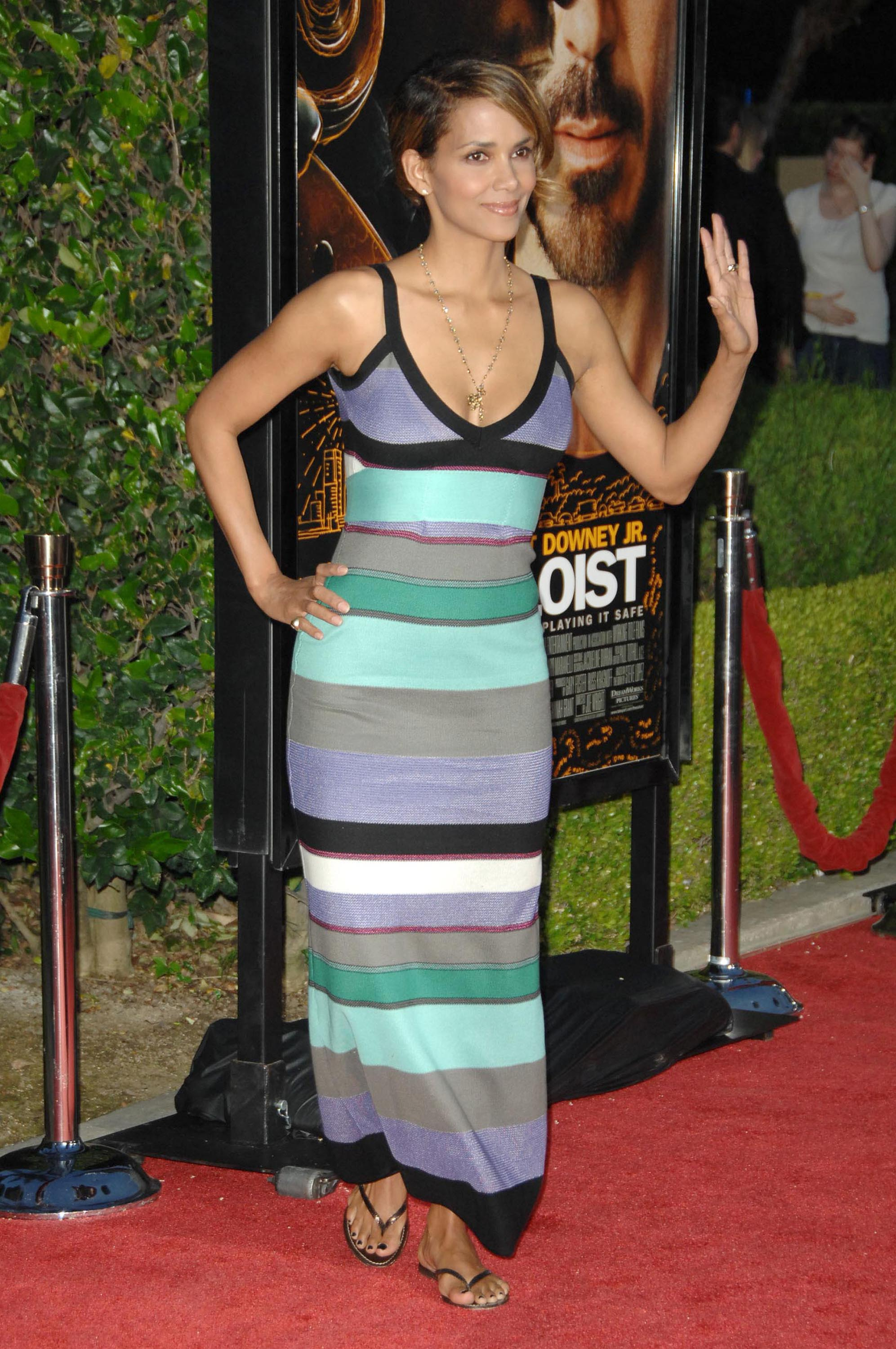 65736_Halle_Berry_The_Soloist_premiere_in_Los_Angeles_71_122_384lo.jpg