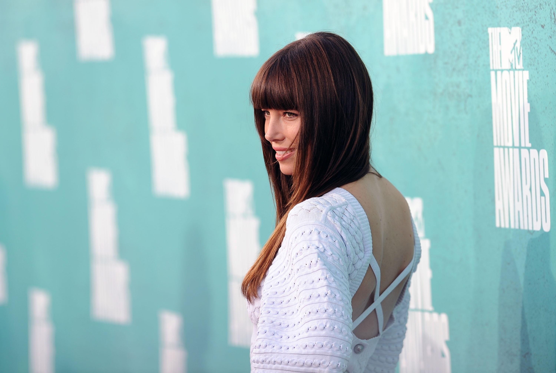 771908823_Jessica_Biel_at_the_2012_MTV_Movie_Awards_in_LA_09_122_484lo.jpg