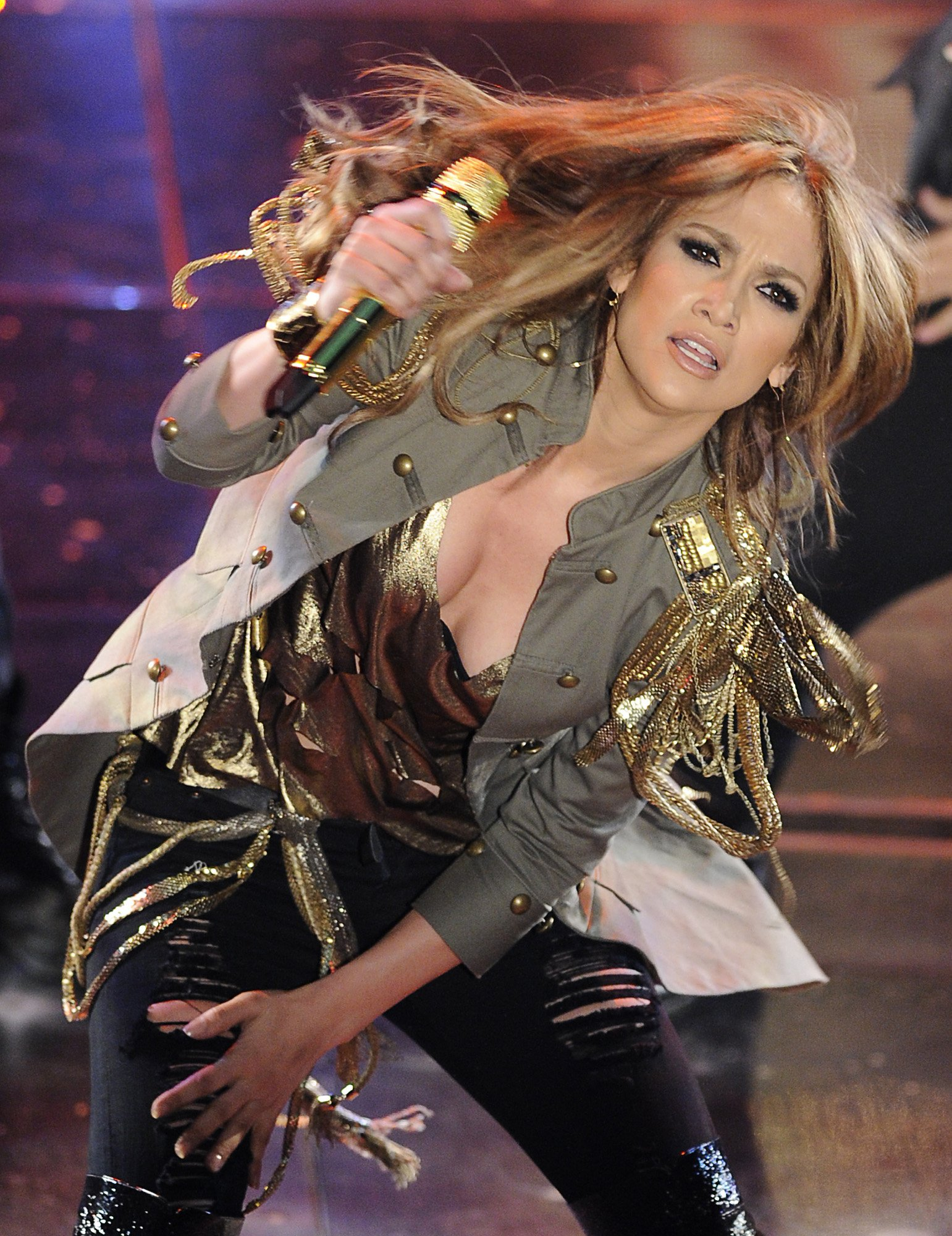 74509_Jennifer_Lopez_performs_during_the_Festival_di_Sanremo_Italian_song_contest-2_122_562lo.jpg
