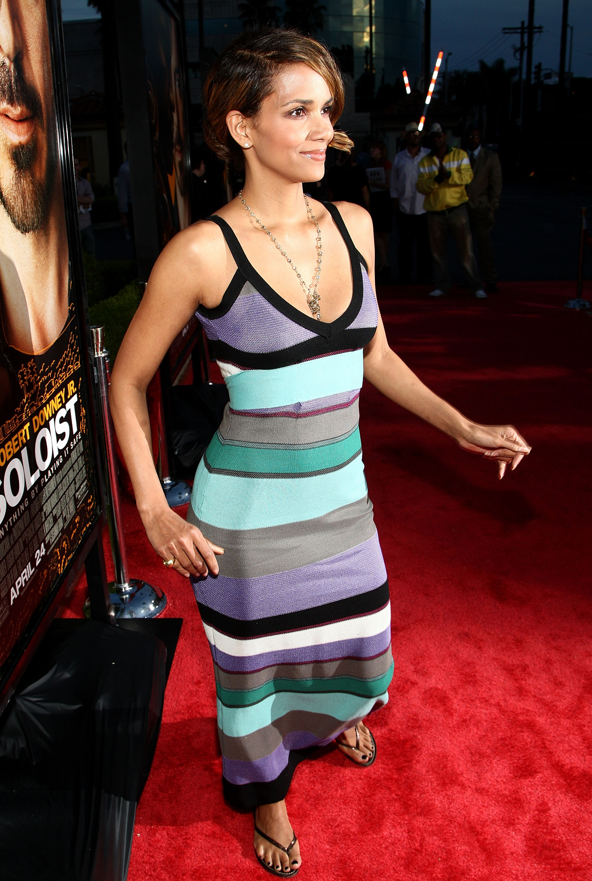 64437_Halle_Berry_The_Soloist_premiere_in_Los_Angeles_24_122_111lo.jpg