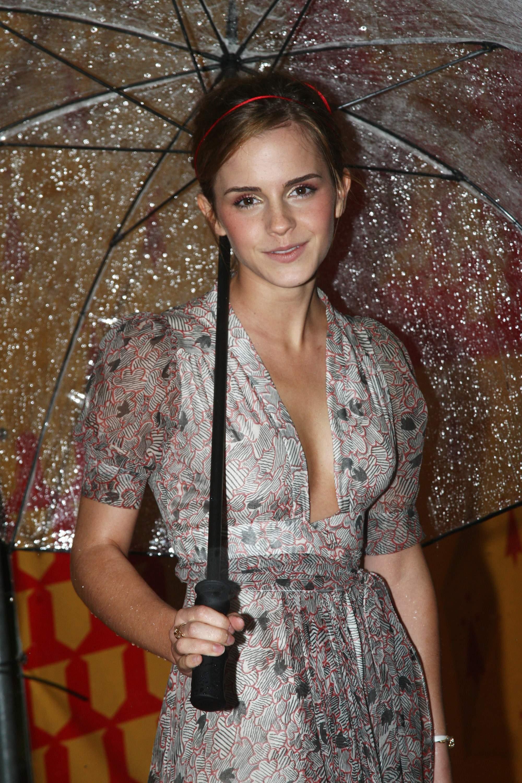 50098_Emma_Watson_HPaTHBP_premiere_in_London04047_122_228lo.jpg