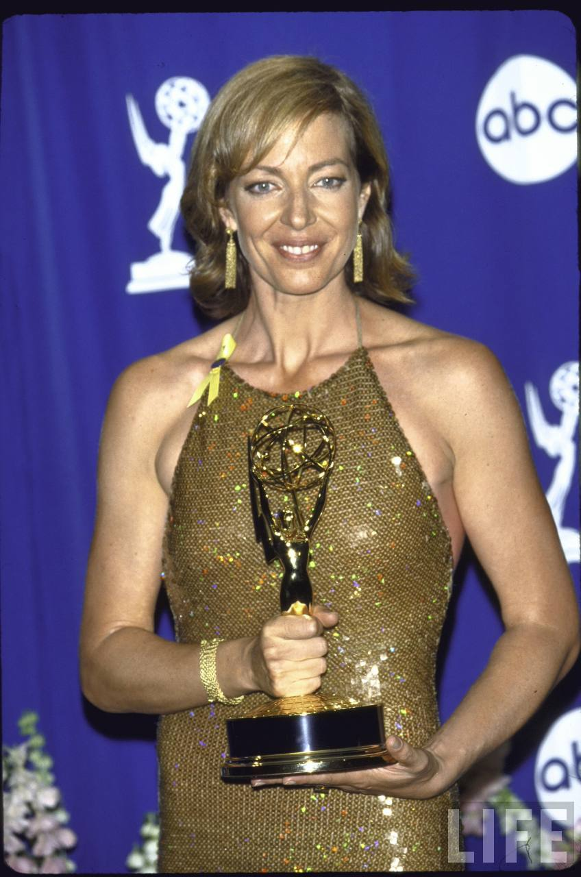 66777_Emmy_Awards_press_rm_LA_Sep_10_2000_life1_122_440lo.jpg