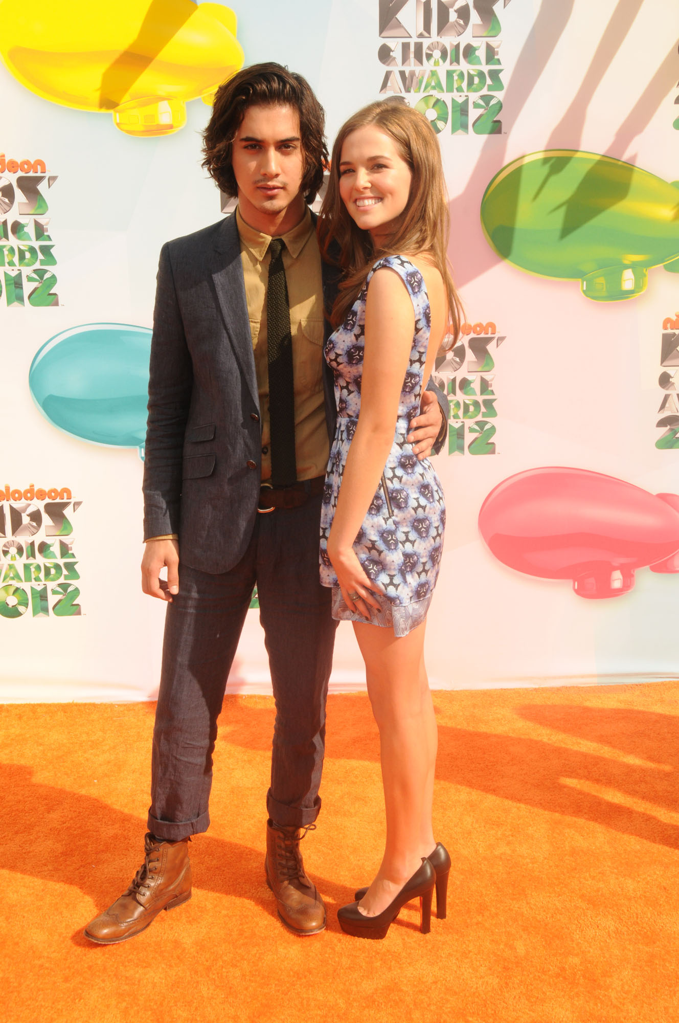 358553428_CFF_Zoey_Deutch_Nickelodeons_25th_Annual_Kids_Choice_Awards_In_LA_March_31_2012_022_122_157lo.jpg
