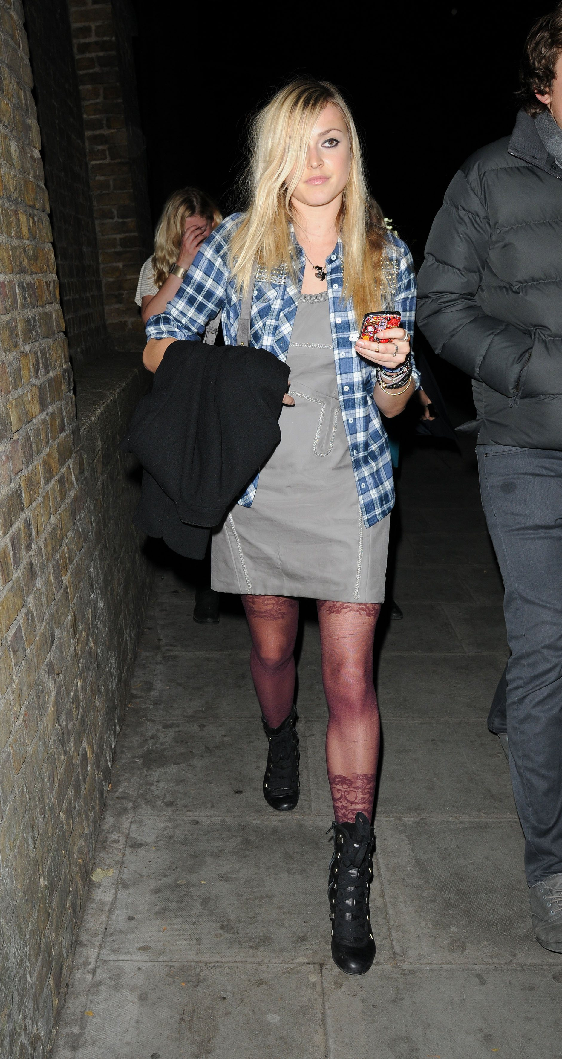 06510_Fearne_Cotton_Arrives_for_Robbie_Williams_gig_as_part_of_BBC_Electric_Proms_Festival_08_122_165lo.jpg