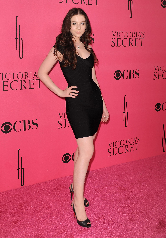 36676_Celebutopia-Michelle_Trachtenberg_arrives_at_the_2008_Victoria2s_Secret_Fashion_Show-01_122_349lo.jpg