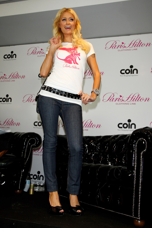 11432_Celebutopia-Paris_Hilton-Launch_of_Paris_Hilton_clothing_line-37_122_5lo.jpg