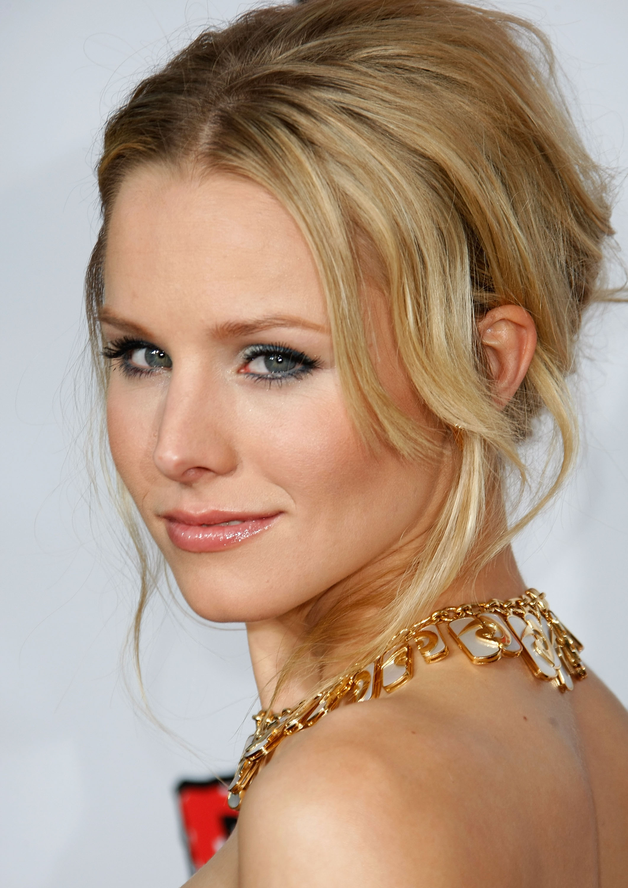 94989_Kristen_Bell-Forgetting_Sarah_Marshall_premiere_in_Hollywood_014_122_81lo.jpg