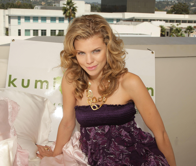 92316_Celebutopia-AnnaLynne_McCord-2008_Pre-Emmys_DPA_Gifting_Lounge_Day_3-09_122_14lo.jpg