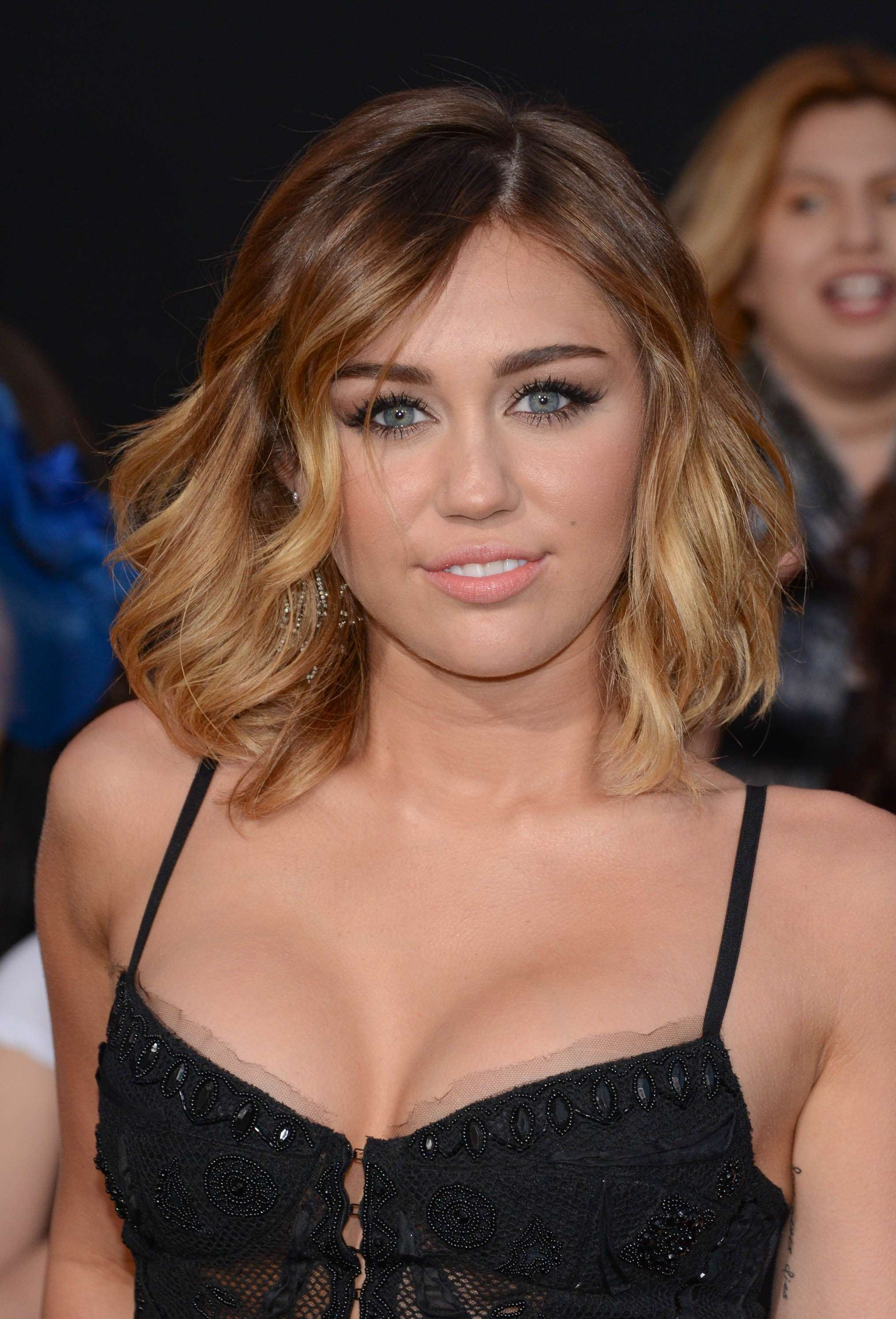 32759_Miley_Cyrus_Adds3_123_67lo.jpg