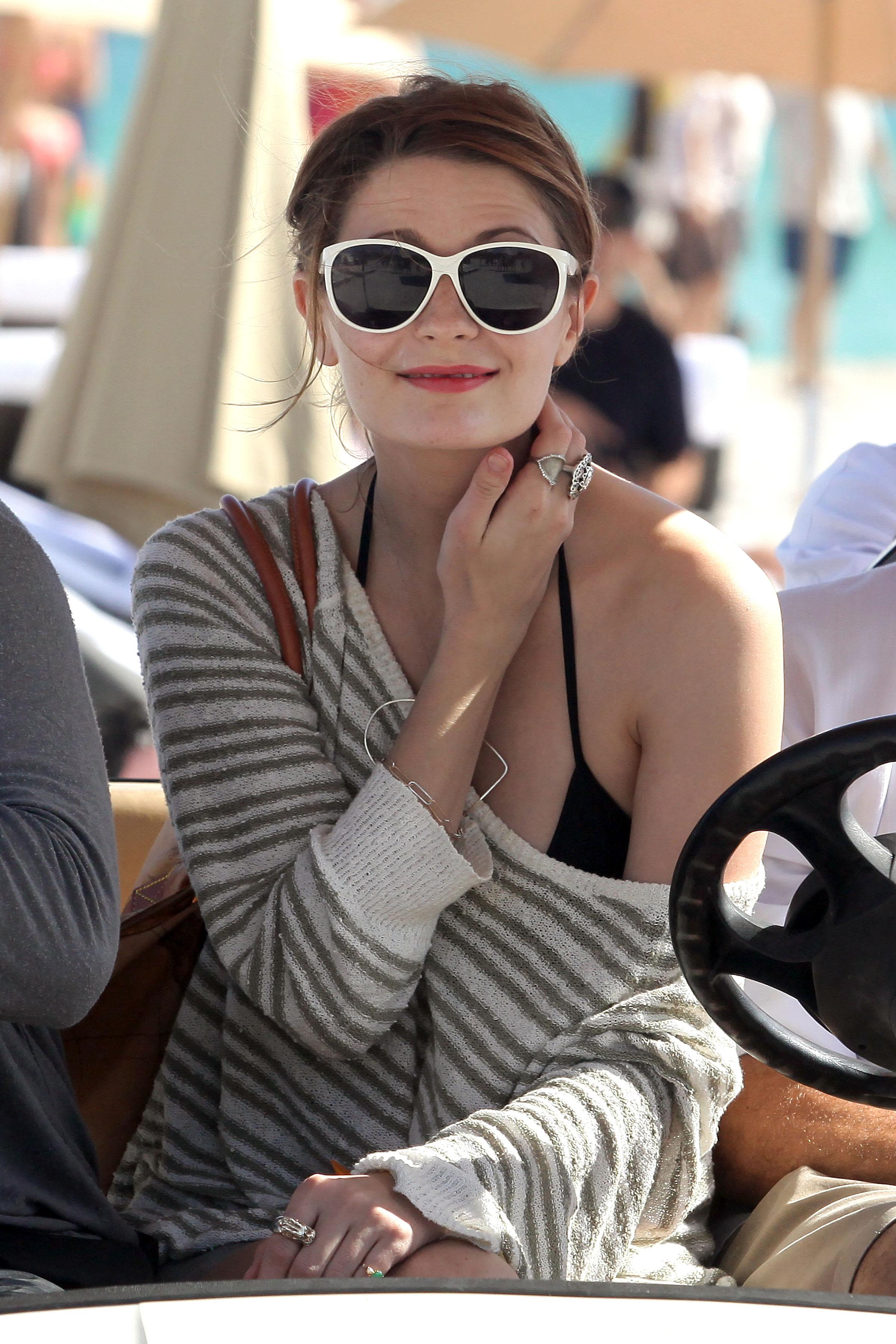 312186581_Mischa_Barton_Bikini_Candids_on_the_Beach_in_Miami_December_27_2011_143_122_74lo.jpg