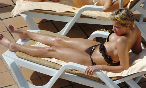 188049165_429314374_Gemma_Atkinson_black_bikini_candids_21_122_98lo.jpg