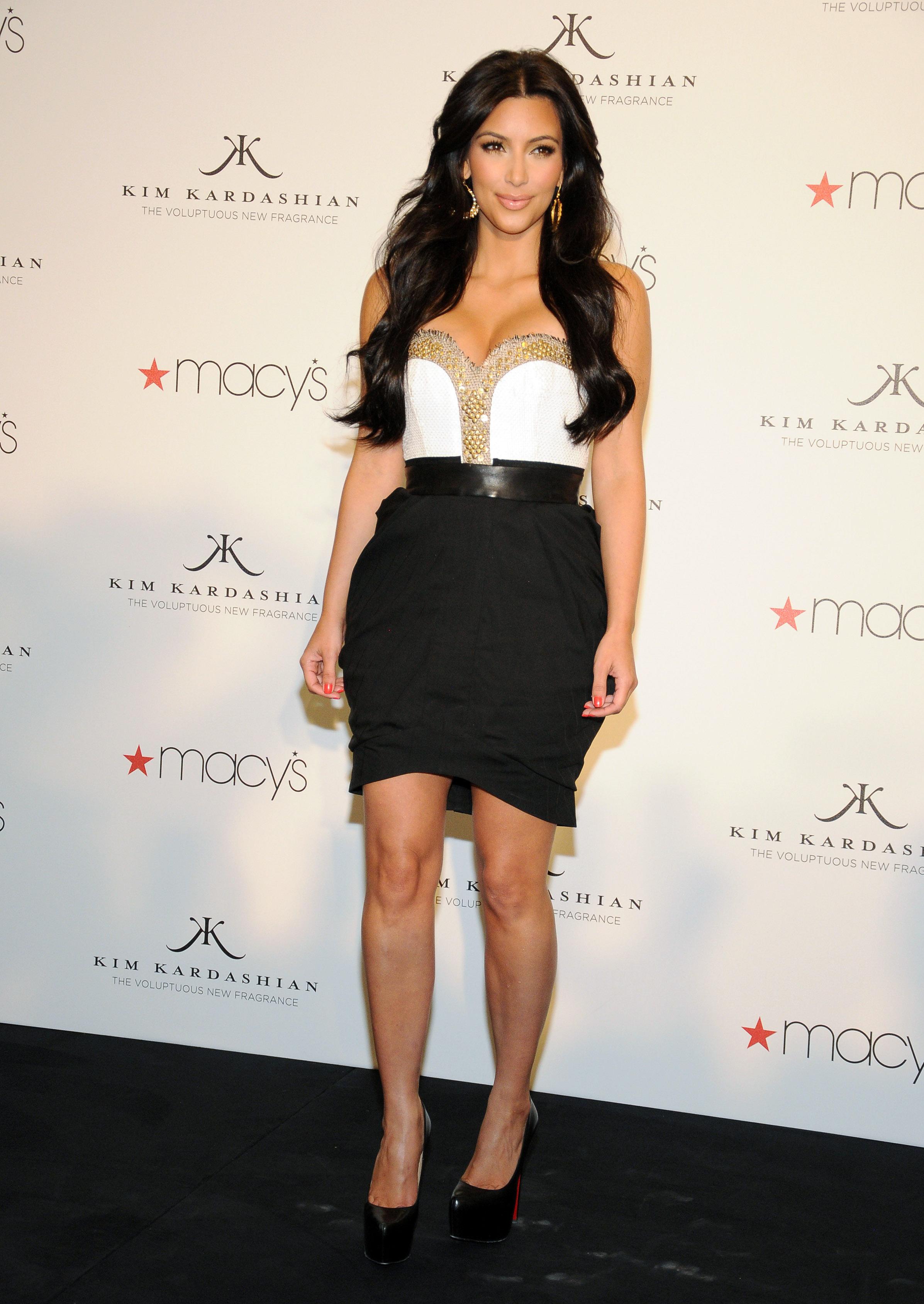 86981_celebrity_paradise.com_Kim_Kardashian_Fragance_62_122_114lo.jpg