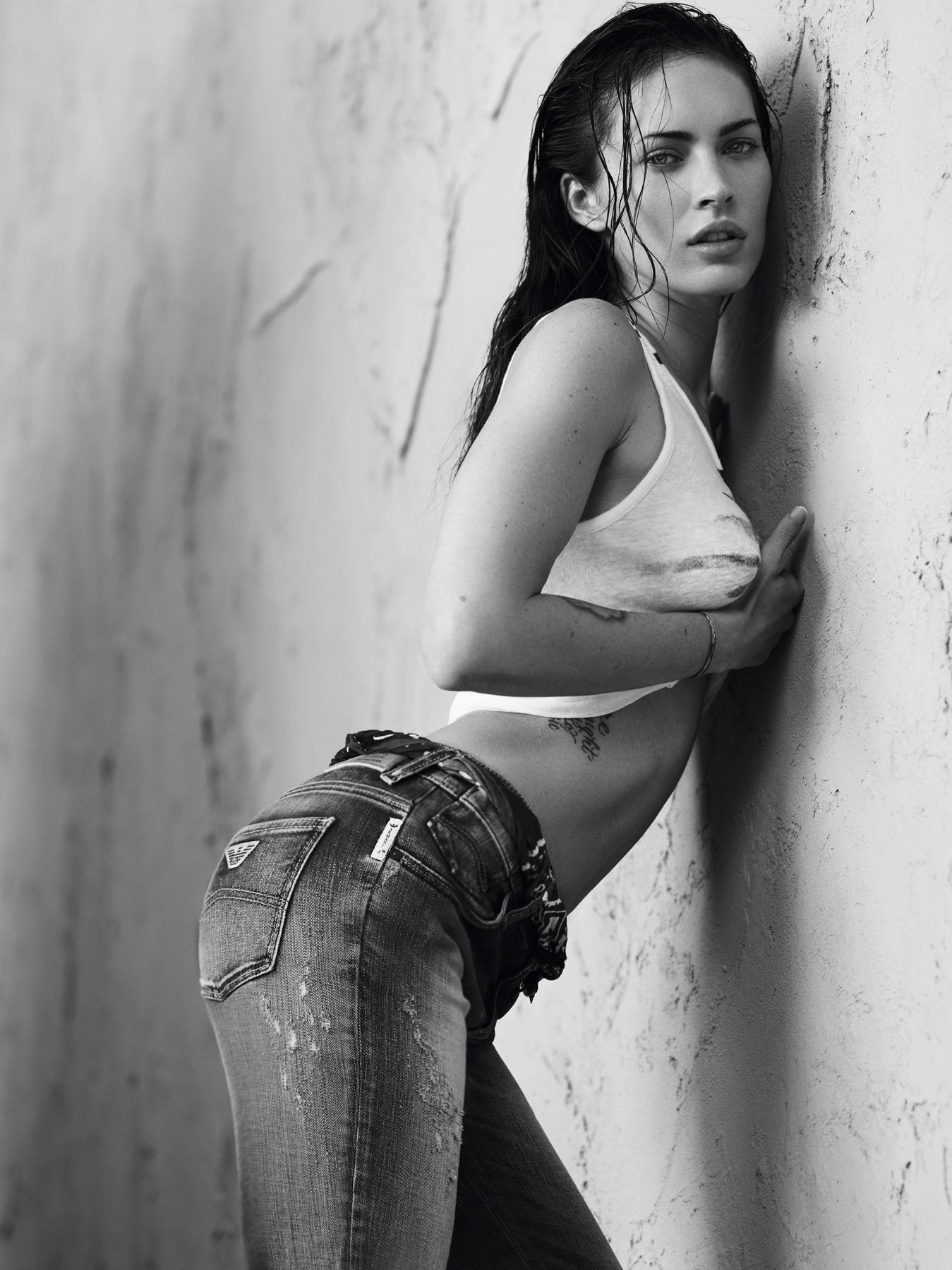 49907_Megan_Fox_Armani_Jeans_SS_2011_Campaign1_122_412lo.jpg