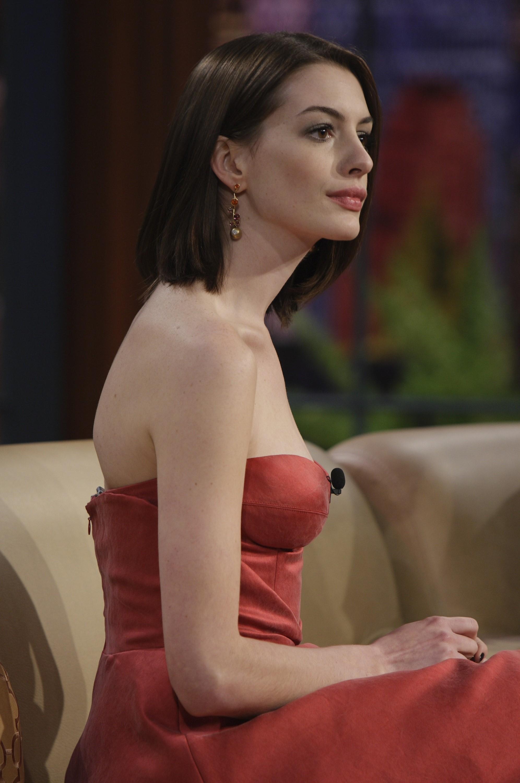 21896_celeb-city.org_Anne_Hathaway_The_Tonight_Show_06-16-2008_18_123_391lo.jpg