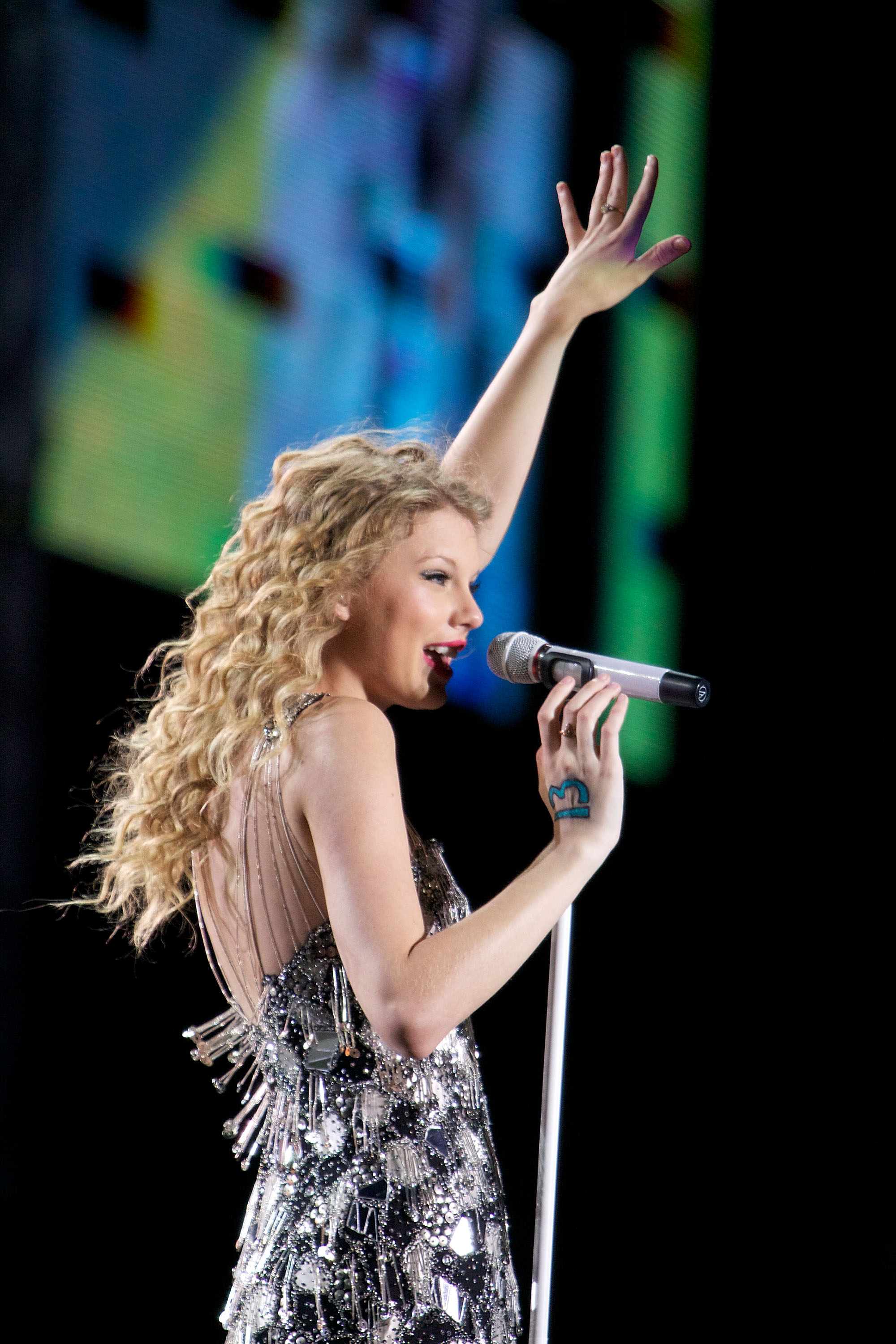 32601_Taylor_swift_performs_her_Fearless_Tour_at_Tiger_Stadium_021_122_402lo.jpg