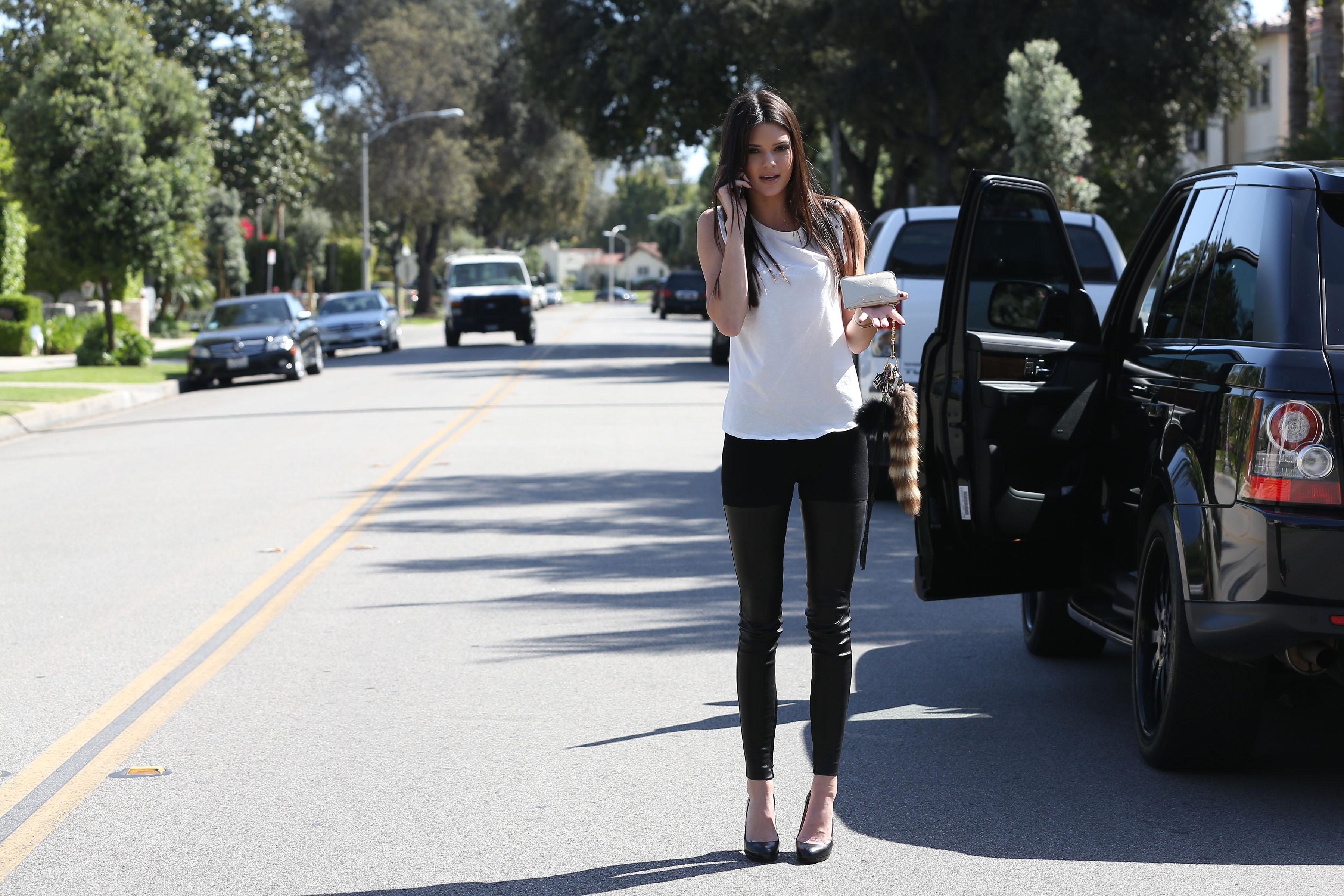 44626_Kendall_Jenner_LosAngelesApril112013_J0001_021_122_254lo.jpg
