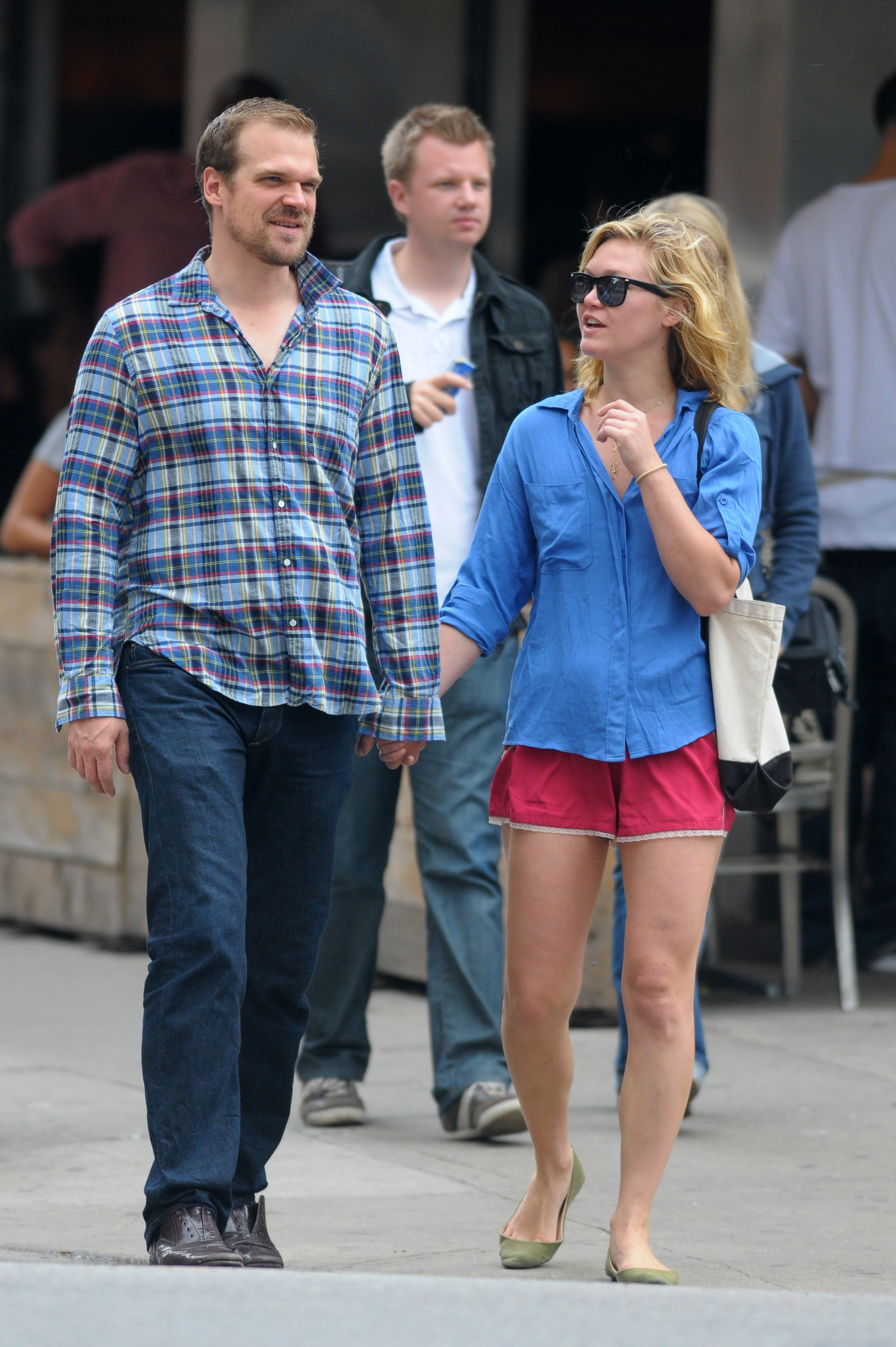 663804566_Julia_Stiles_Out_about_NYC2_122_466lo.jpg