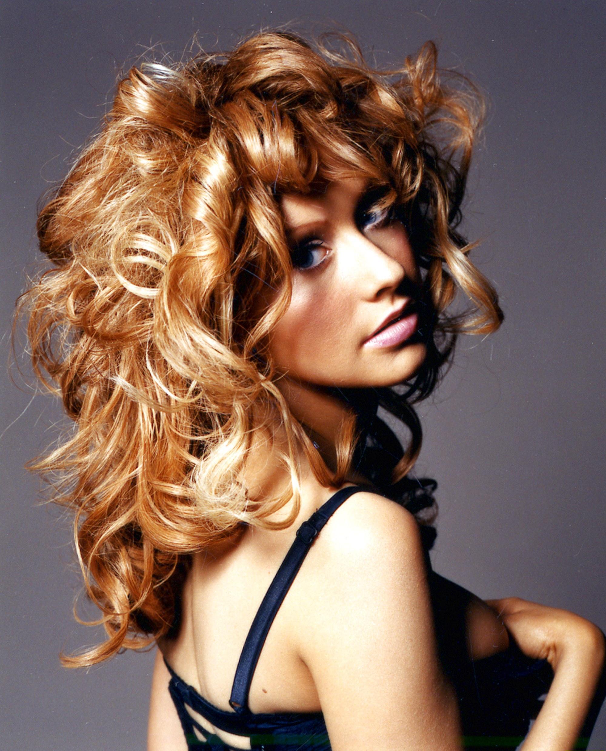 84971_Christina_Aguilera-011441_Glamour_UK_Photoshoot_122_459lo.jpg