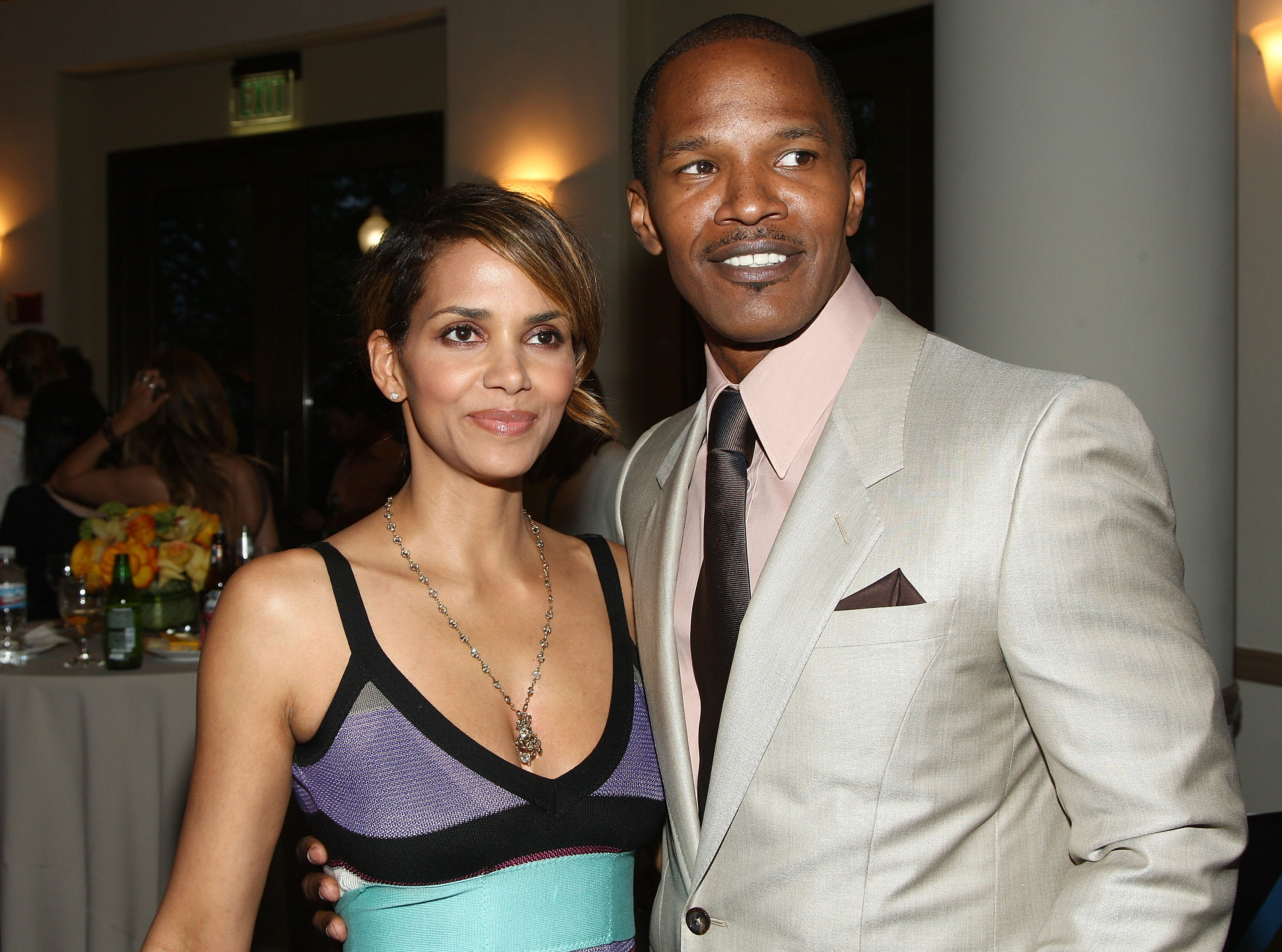 67561_Halle_Berry_The_Soloist_premiere_in_Los_Angeles_02_122_48lo.jpg