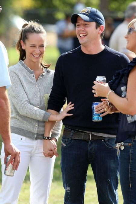 41550_Jennifer_Love_Hewitt_Big_Smile_4_122_76lo.jpg