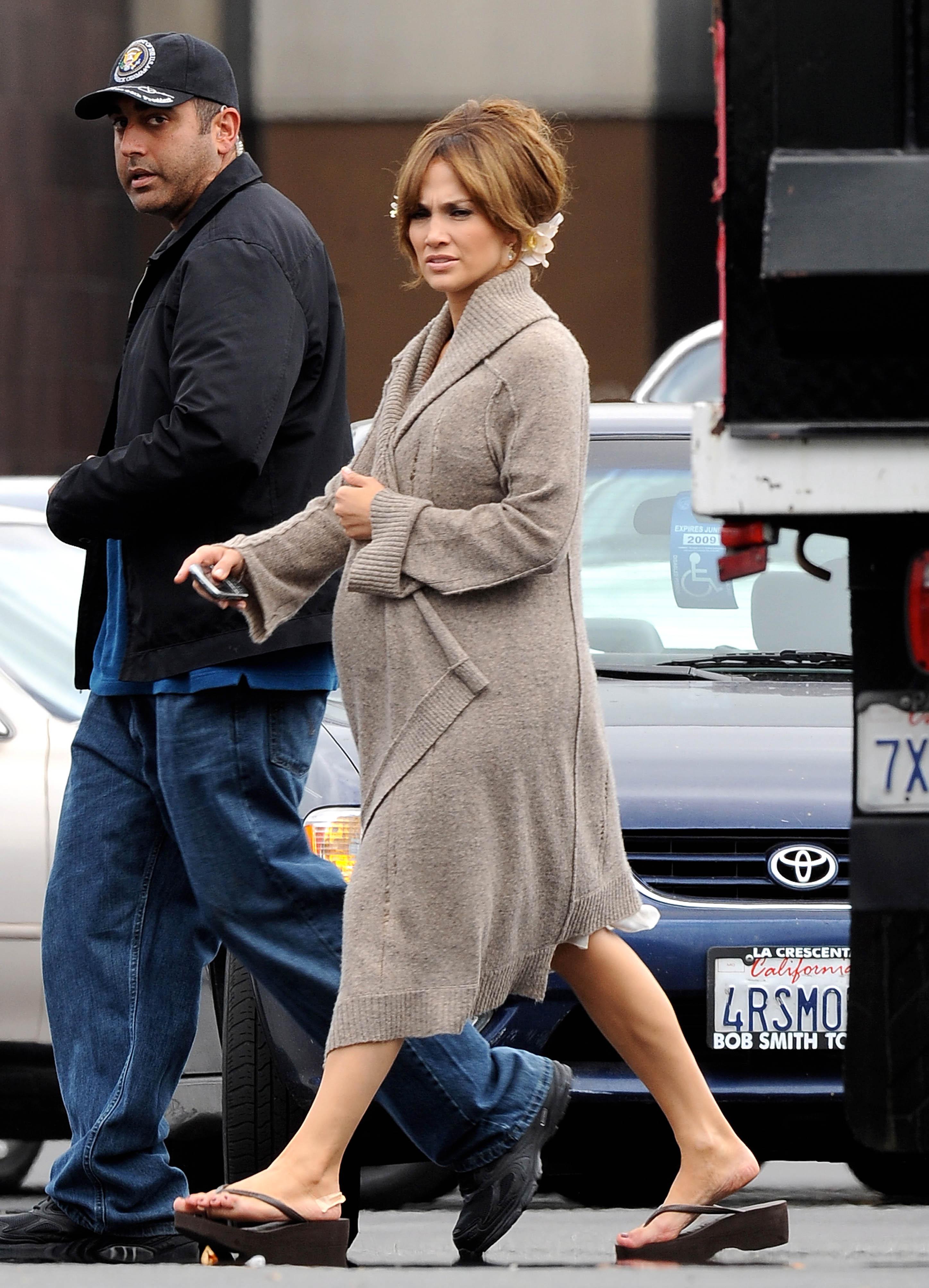 24752_Preppie_-_Jennifer_Lopez_on_The_Back-Up_Plan_set_in_L.A._-_June_15_2009_755_122_421lo.jpg