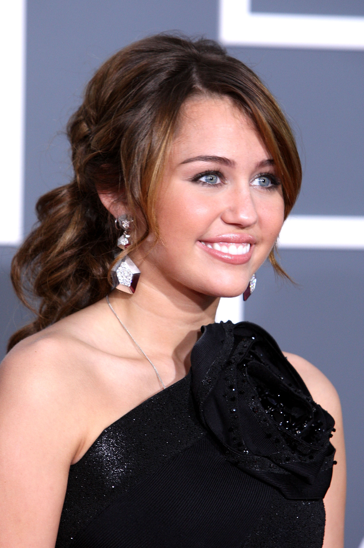 47699_Miley_Cyrus_celebutopia.net_3189_122_492lo.jpg