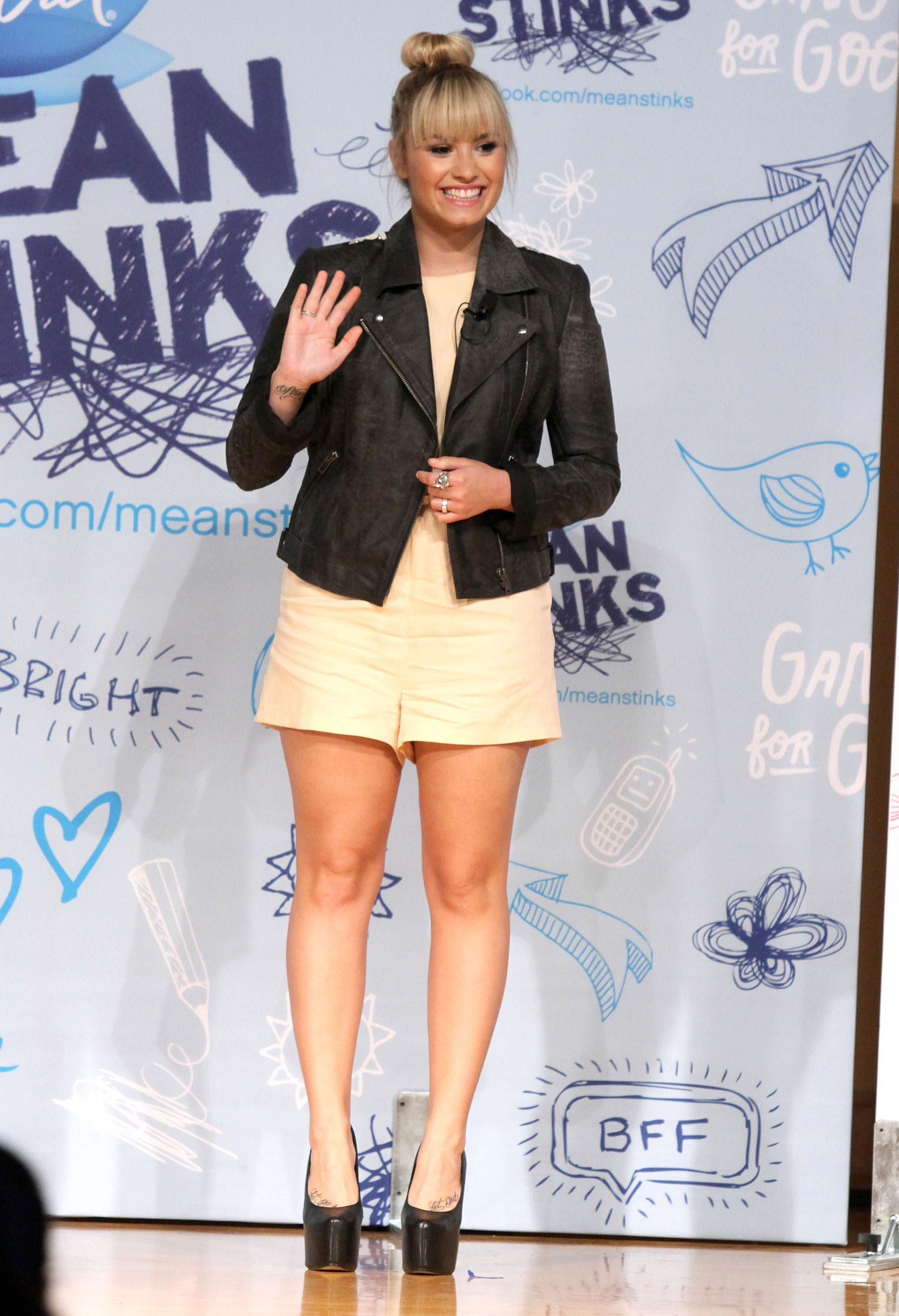 219289530_Demi_Lovato_Young_Womens_Leadership_School15_122_550lo.jpg