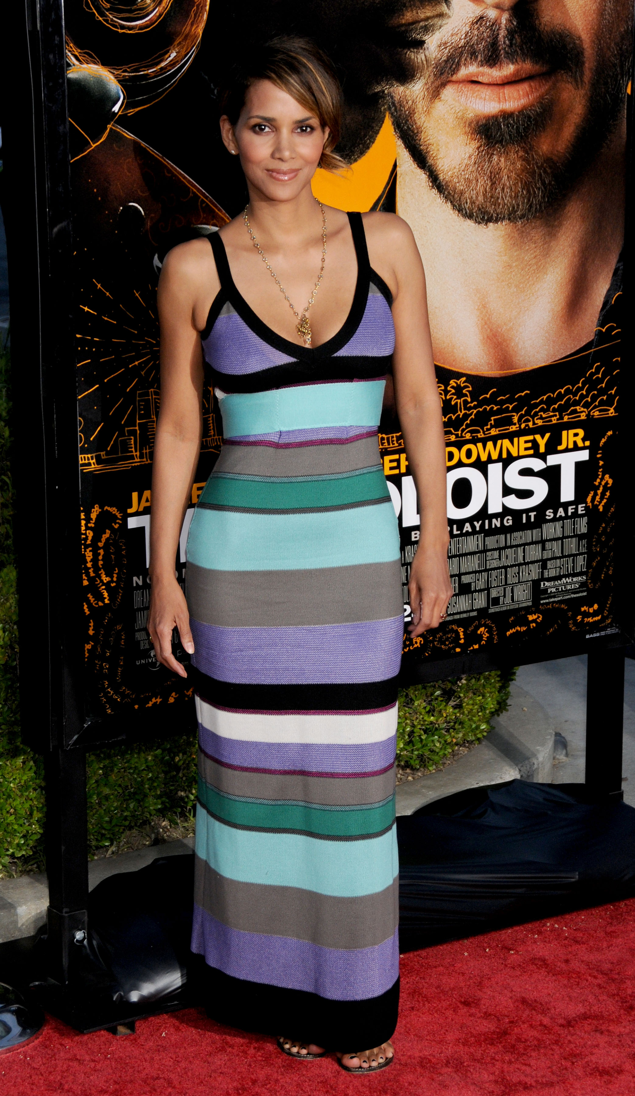 64437_Halle_Berry_The_Soloist_premiere_in_Los_Angeles_29_122_76lo.jpg