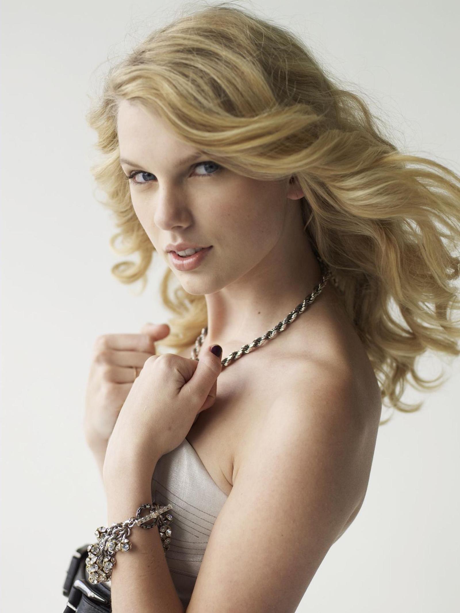 53288_Taylor_Swift_2008_PHOTOSHOOT_01_122_135lo.jpg
